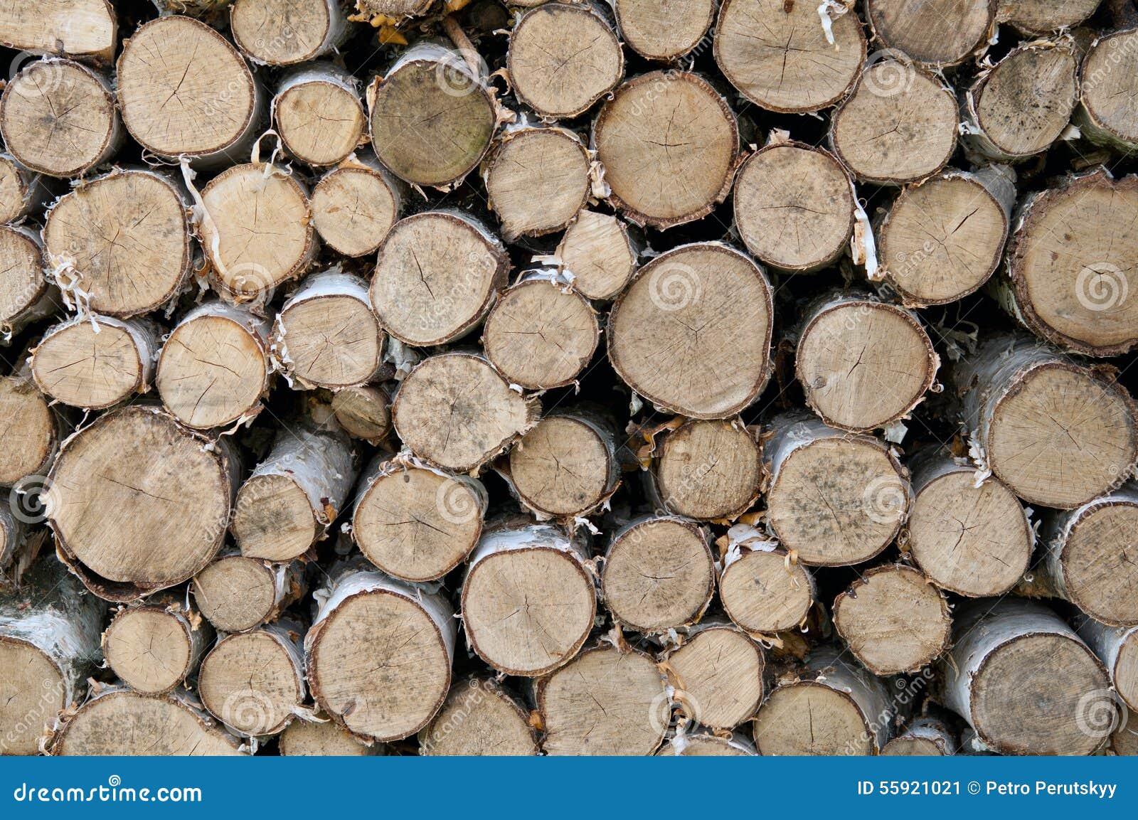 被放置的木柴