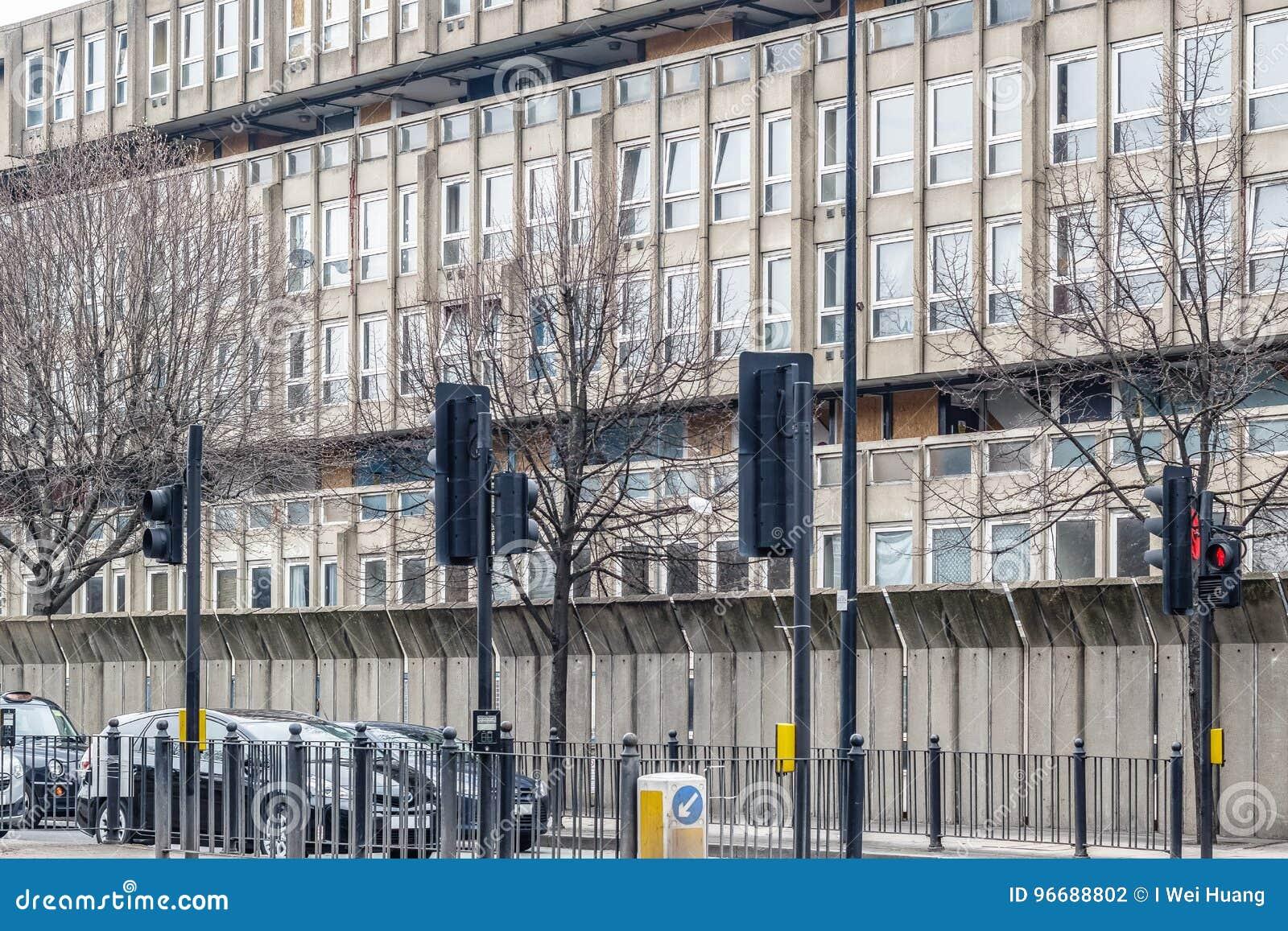 被毁坏的理事会公寓住房块,罗宾汉庭院