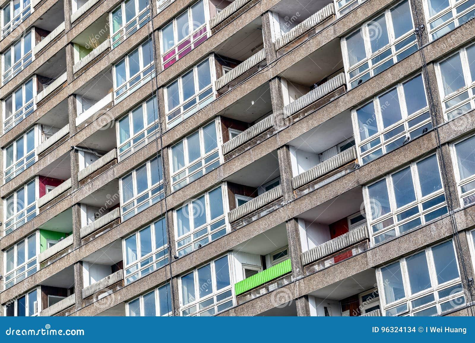 被毁坏的理事会公寓住房块, Balfron塔