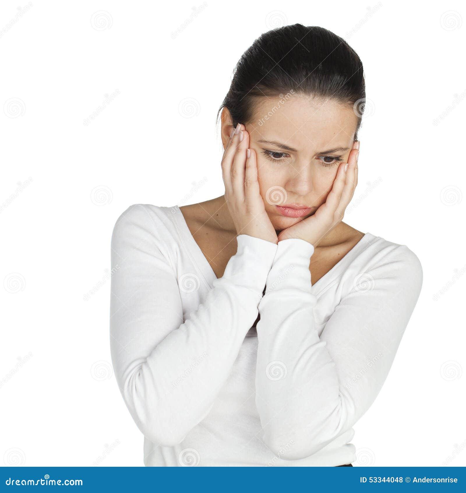 被注重的和沮丧的年轻atractive深色的妇女,被隔绝