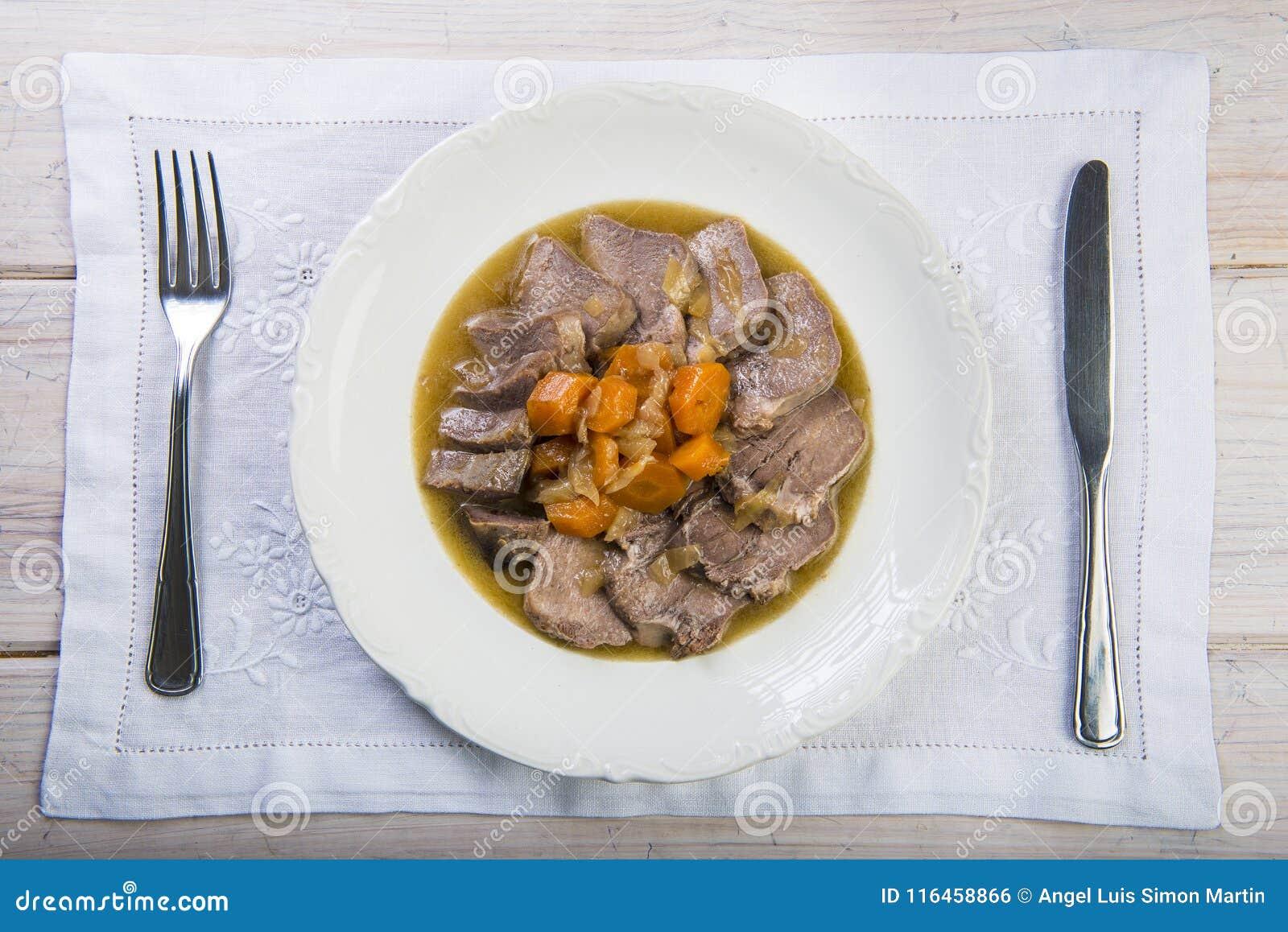 被炖的猪肉舌头西班牙人样式