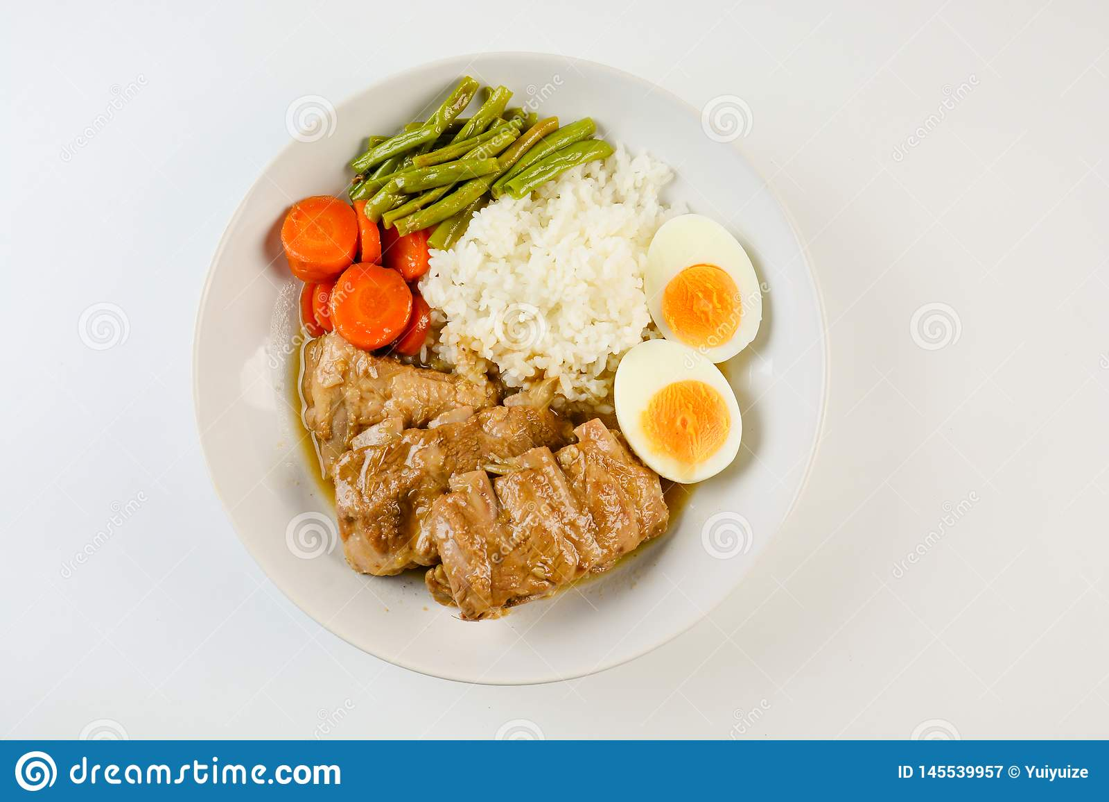 被烘烤的排骨用米