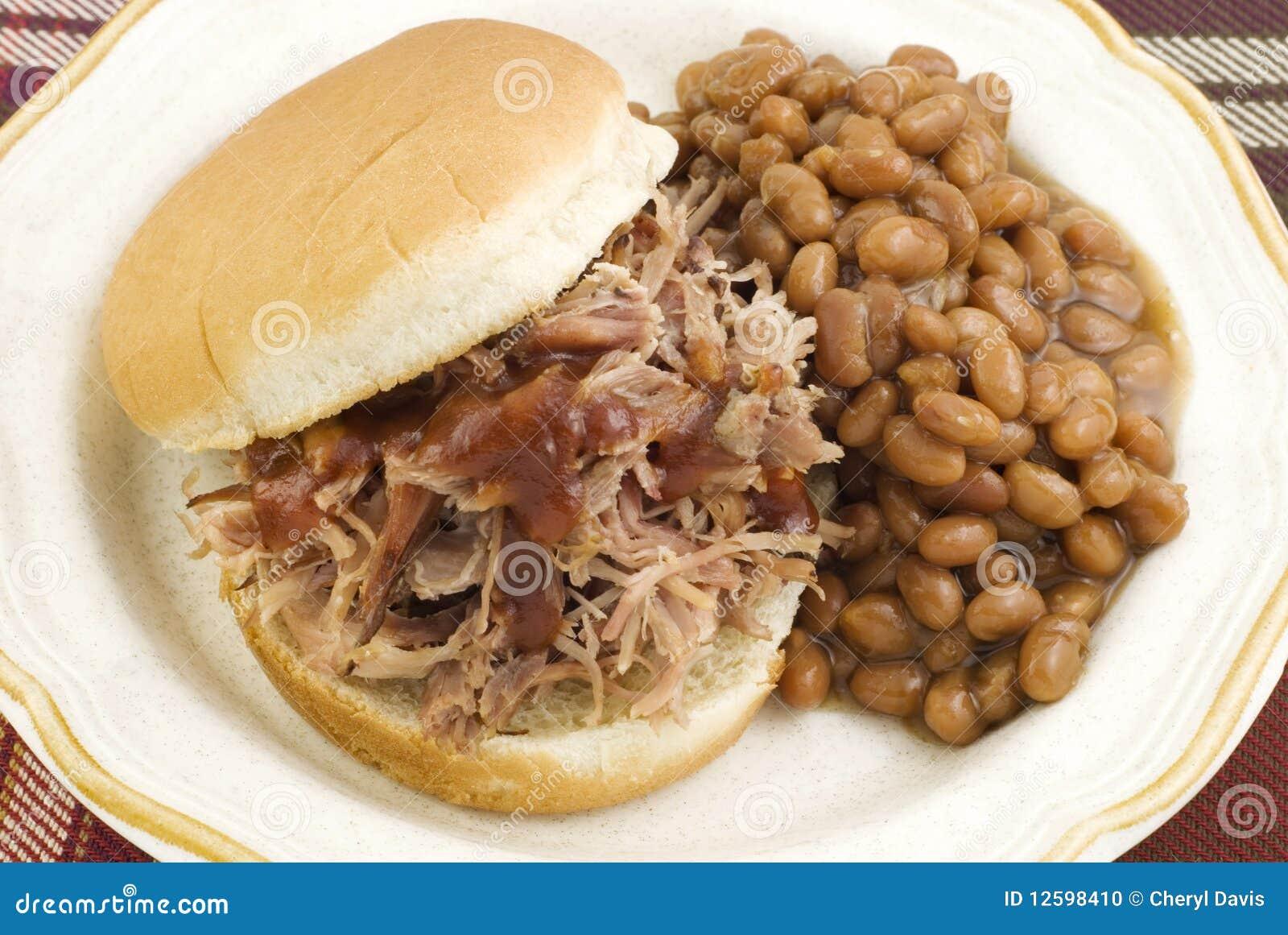 被烘烤的烤肉豆三明治