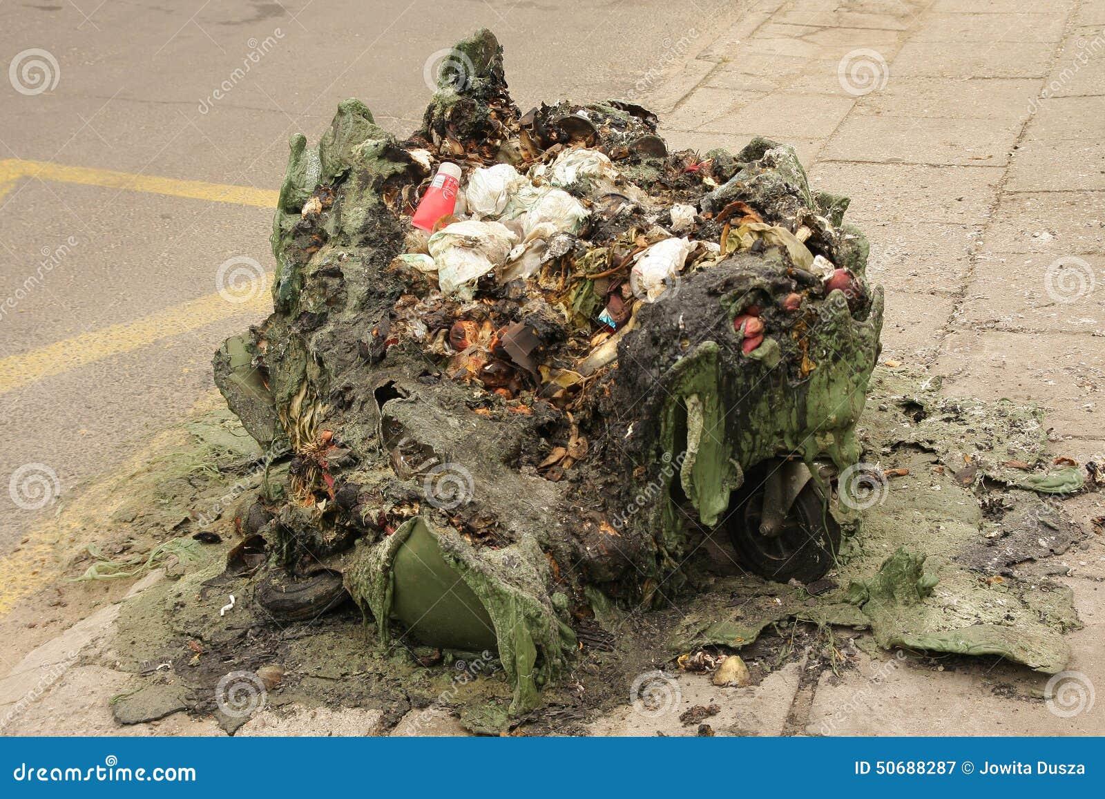 Download 被烧的垃圾 库存图片. 图片 包括有 环境, 含毒物, 生态, 浪费, 放火, 城市, 吓呆, 塑料, 危险 - 50688287