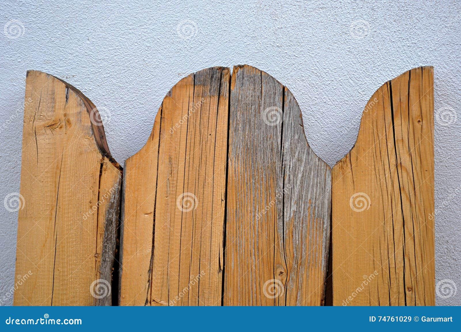 被环绕的木板