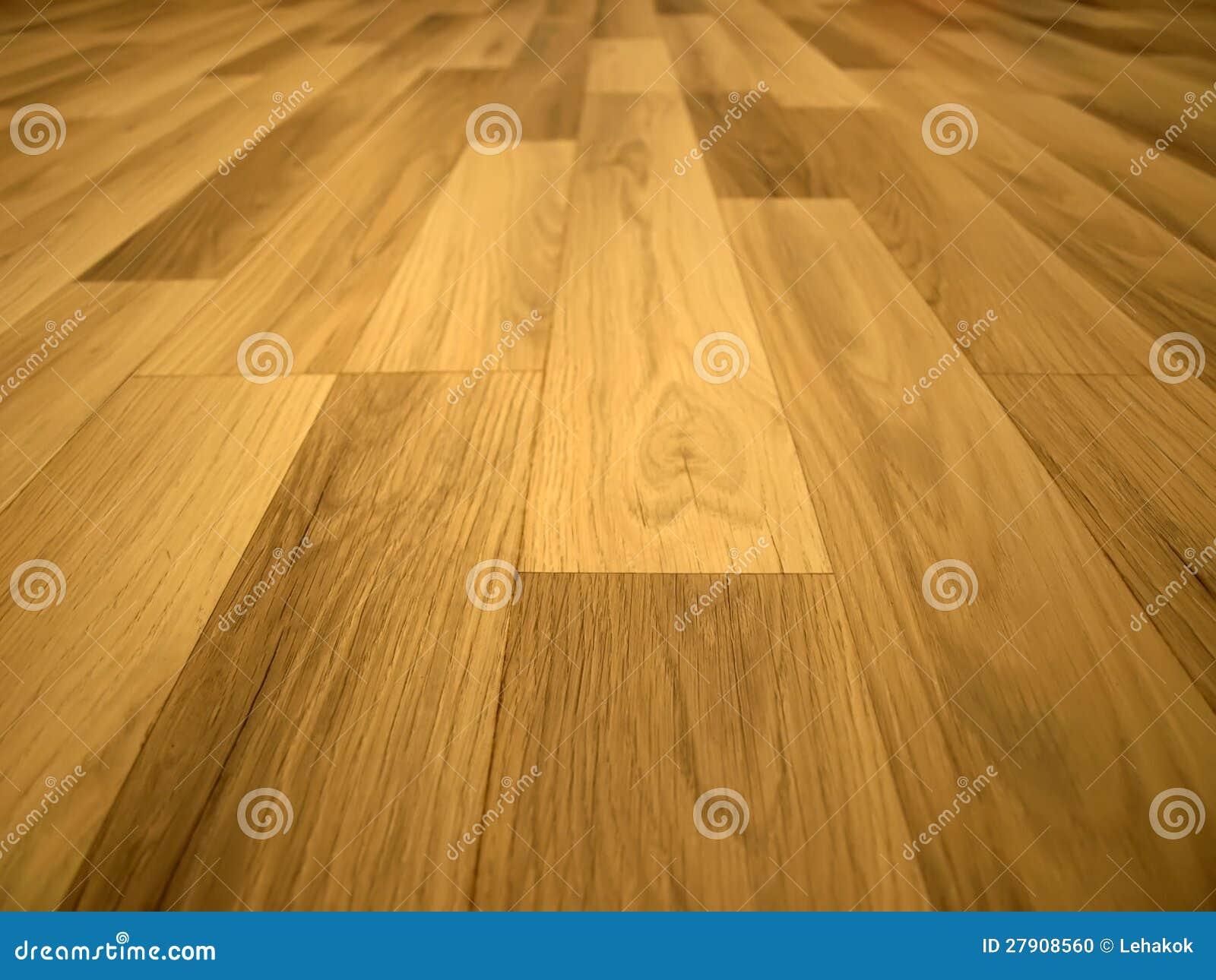 被碾压的台面厚木板