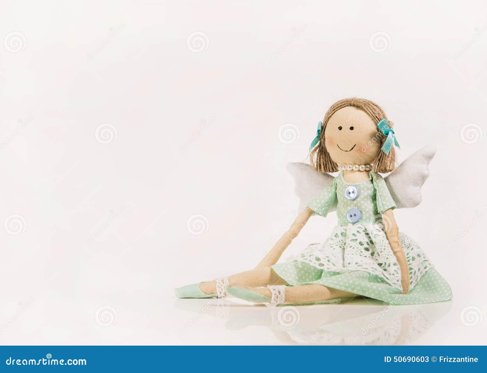 Download 被隔绝的玩偶或木偶喜欢守护天使 库存图片. 图片 包括有 木偶, 空白, 粉红色, 工艺品, 查出, 修补破铜铁者 - 50690603