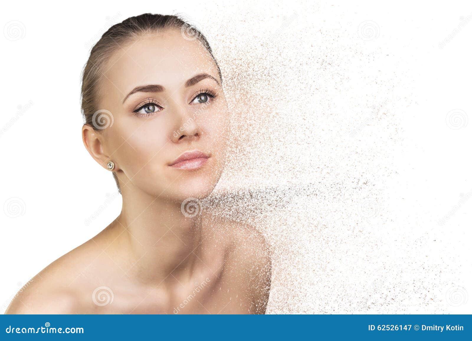 被击碎的妇女面孔