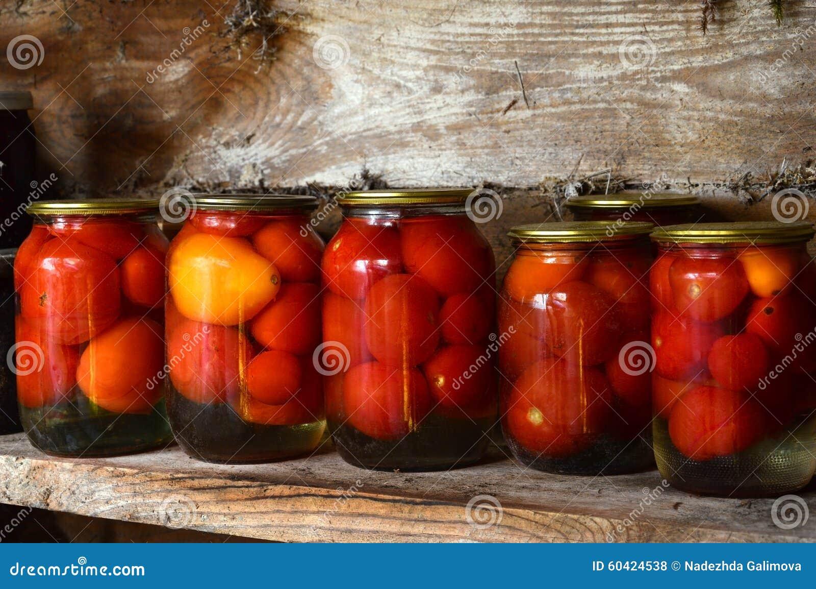 装于罐中的盐土植物家庭菜冬天 玻璃刺激腌汁 烂醉如泥的蕃茄