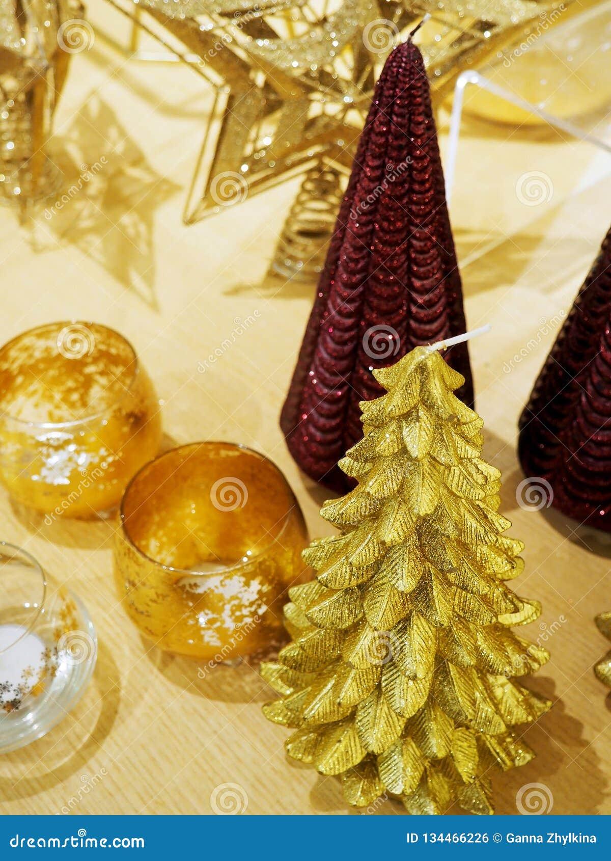 装饰圣诞树小雕象