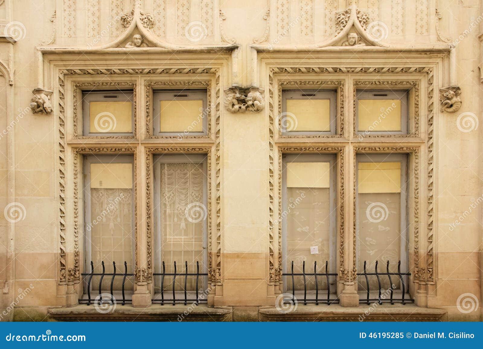 装饰的双窗口 希农 法国