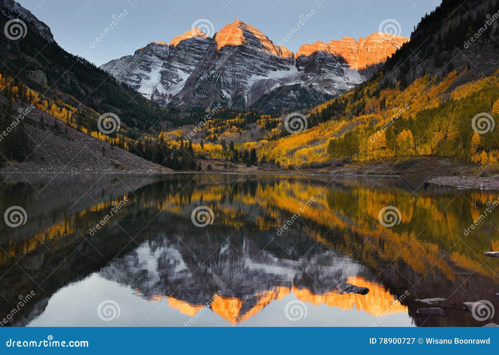 褐红的响铃高峰日出亚斯本秋天科罗拉多