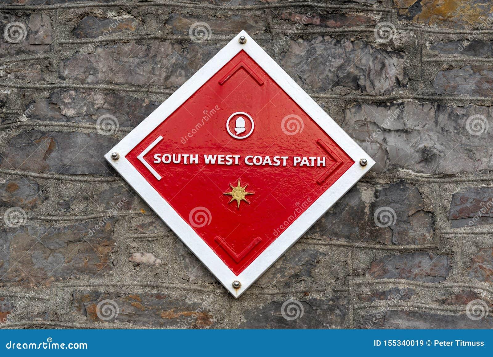 西南区海岸道路标志 在普利茅斯英国的墙壁上