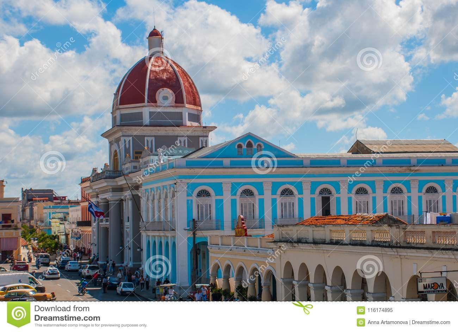 西恩富戈斯,古巴:从大厦自治市的大阳台的看法,香港大会堂,政府宫殿