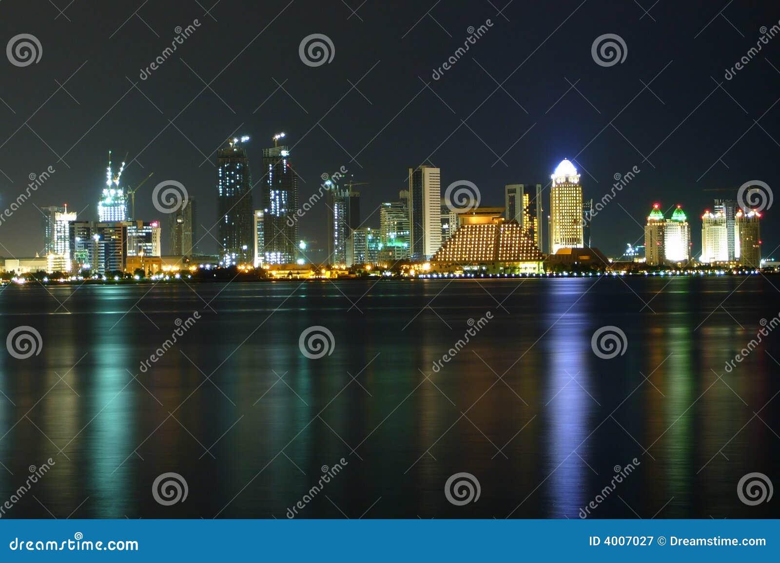 西方海湾在晚上