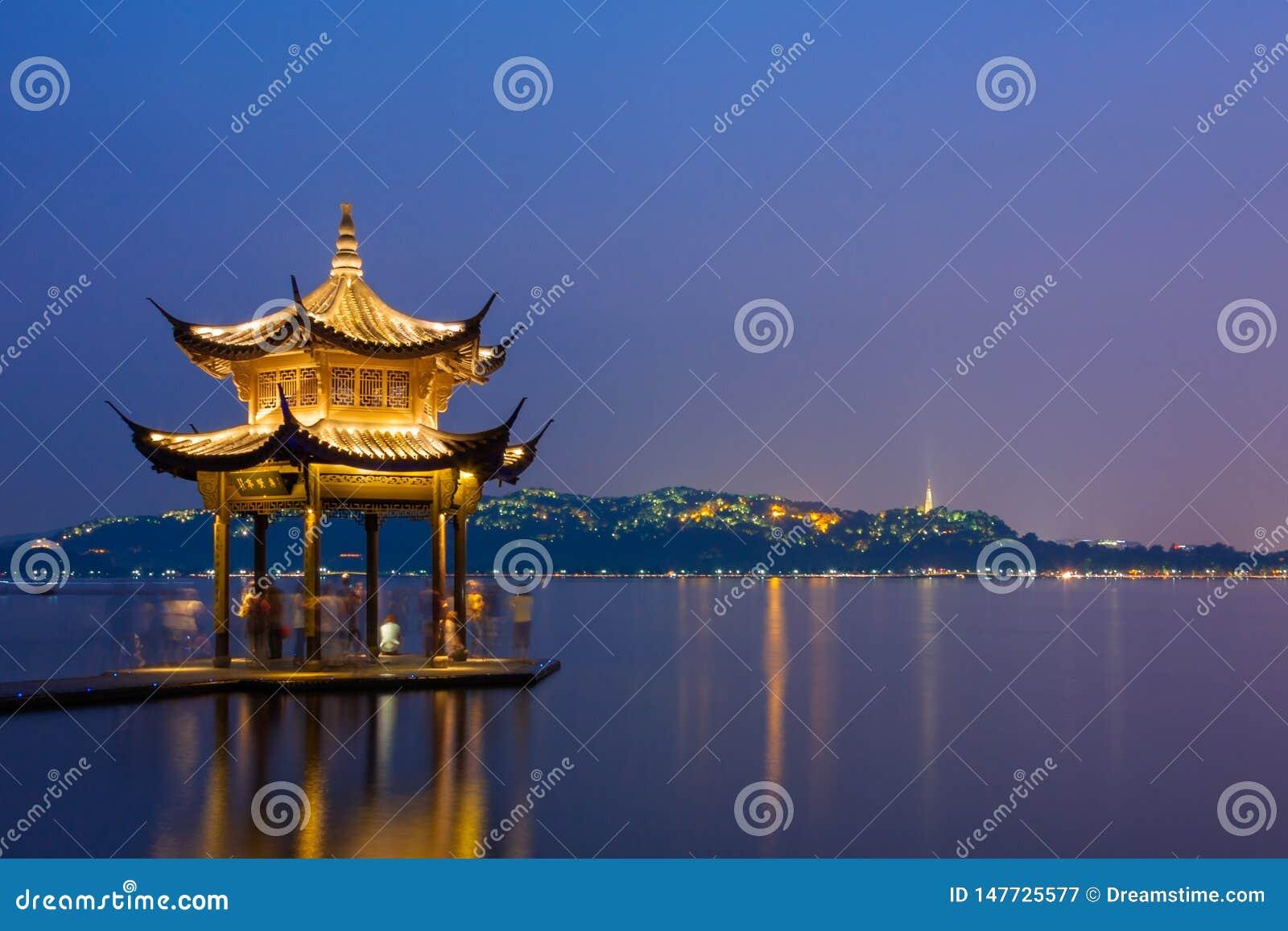 西湖夜景在杭州