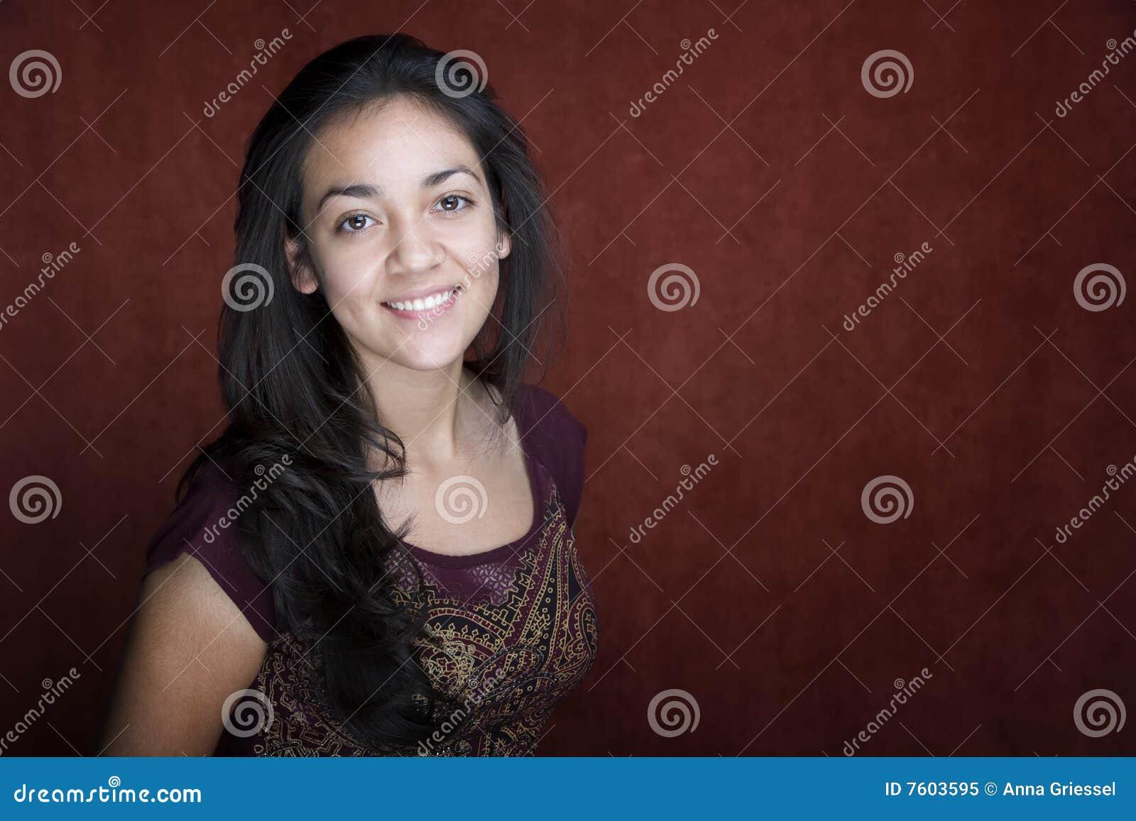 西班牙俏丽的妇女年轻人