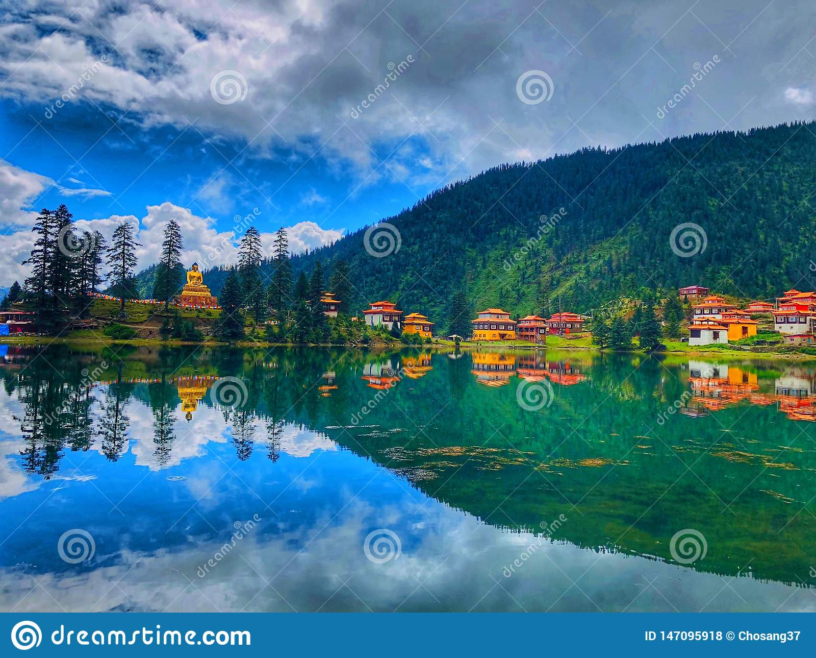 西藏寺庙云彩天空蔚蓝 ? 美好的天堂