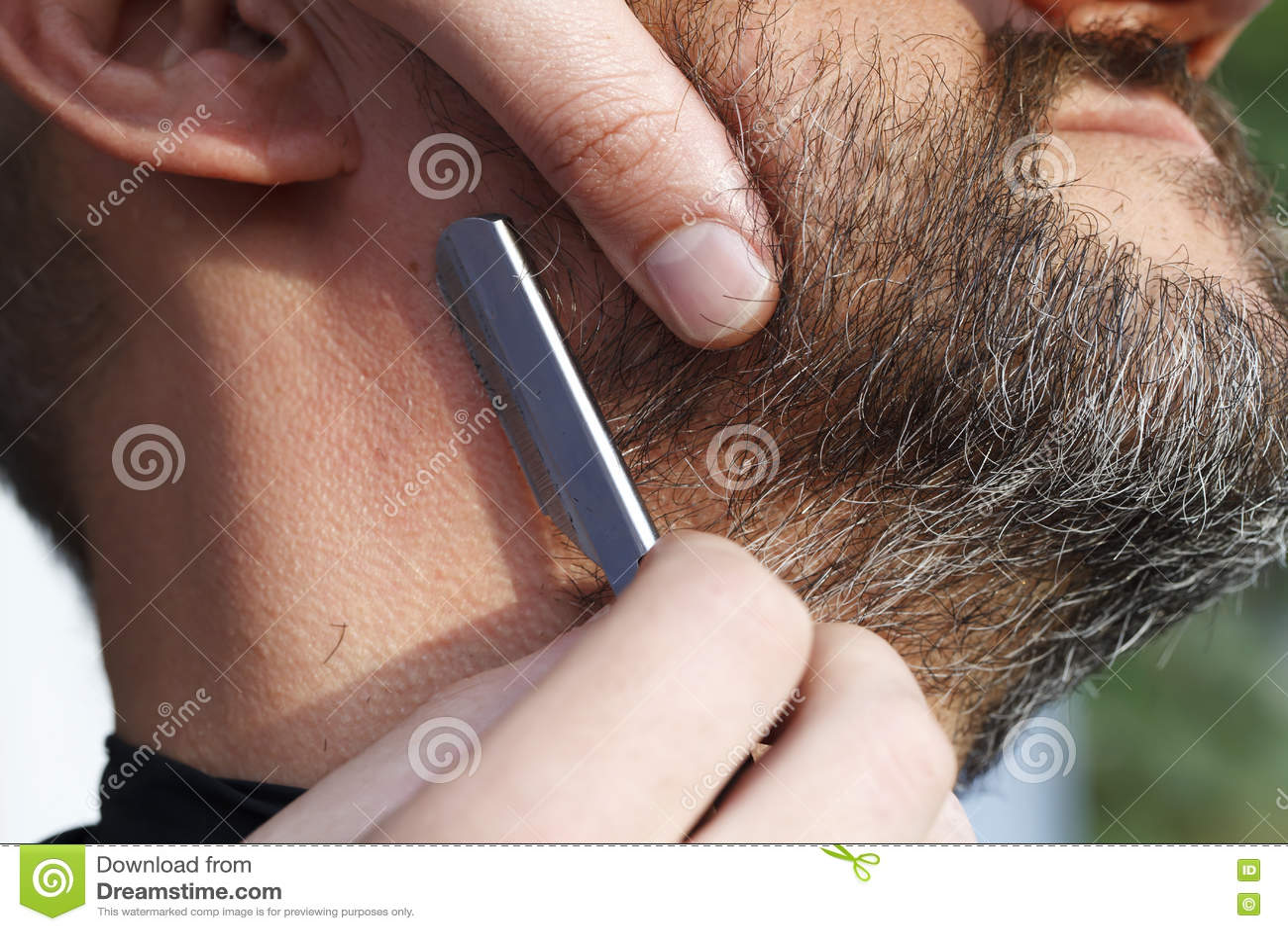 Download 主要理发师剪胡子人 库存照片. 图片 包括有 brusher, 英俊, 客户, 剪刀, 剃刀, 理发, 成人 - 61725082