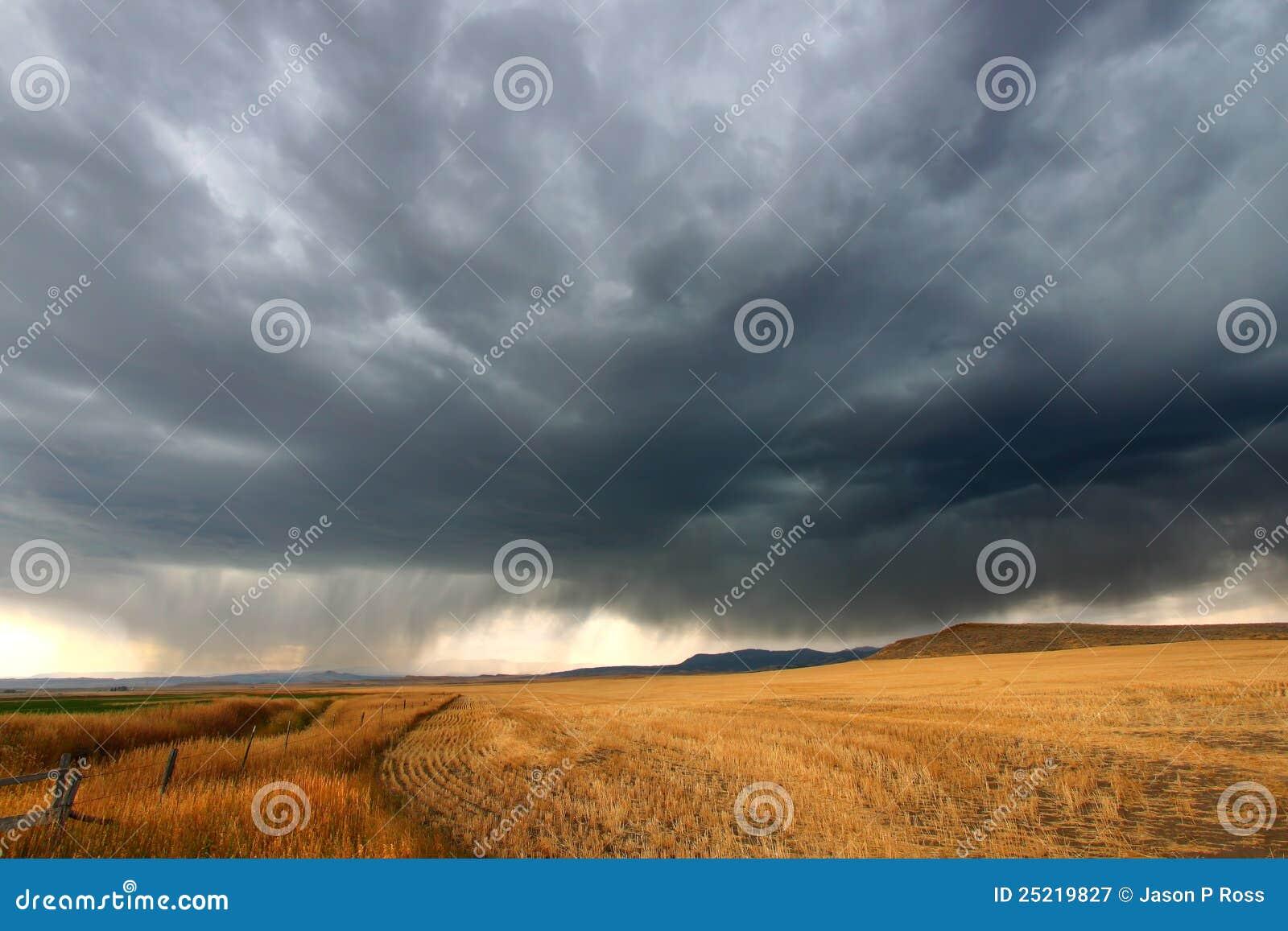 覆盖蒙大拿农村风暴