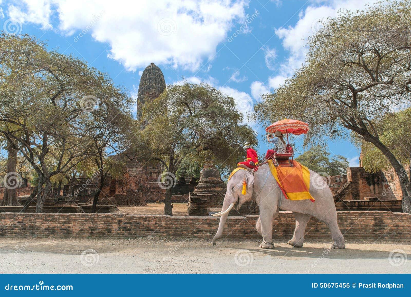 Download 观光在阿尤特拉利夫雷斯历史公园, Ay的大象的游人 编辑类照片. 图片 包括有 观光, 旅行, 柬埔寨, 传统 - 50675456