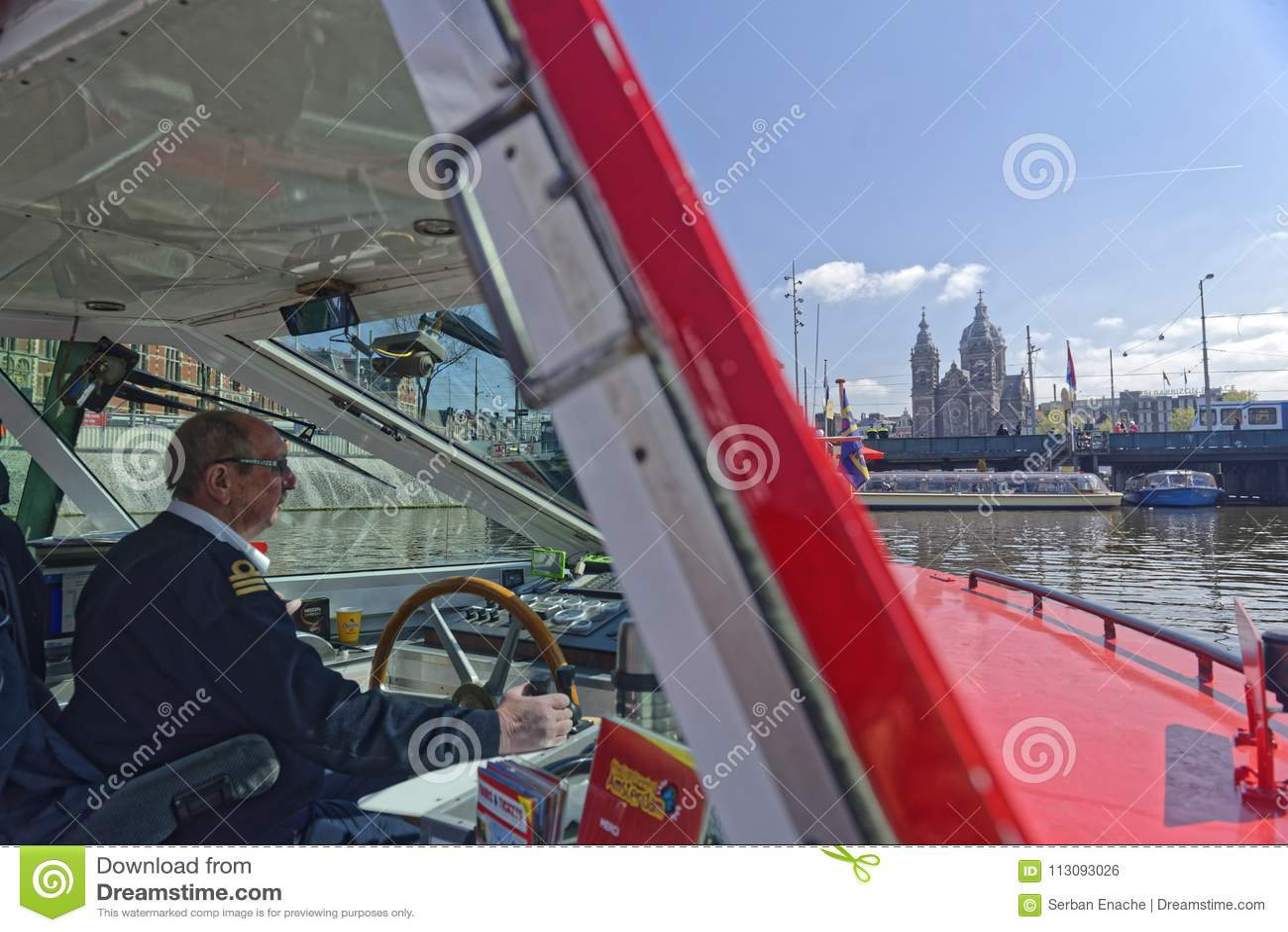 观光的小船,阿姆斯特丹,荷兰的上尉