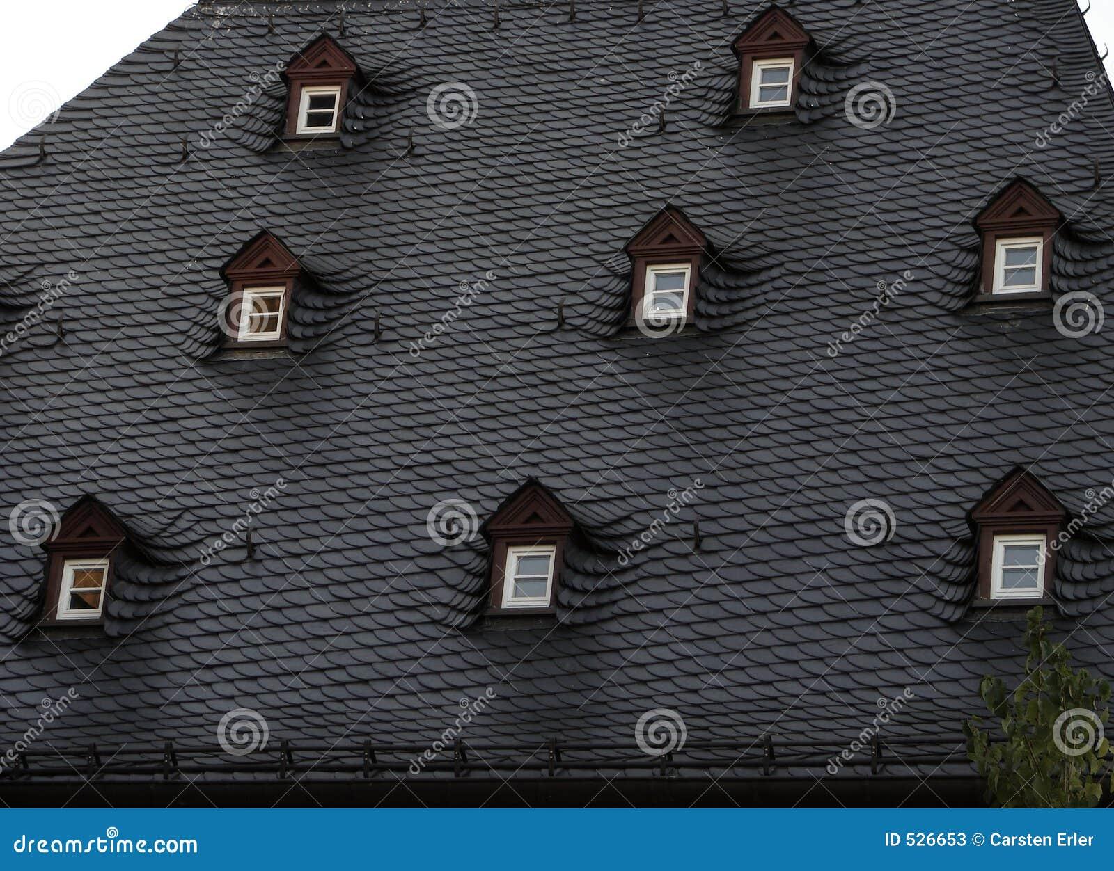 Download 视窗 库存图片. 图片 包括有 布琼布拉, 拱道, 片岩, 屋顶, 板岩, 有历史, 视窗, 结构树, 房子 - 526653
