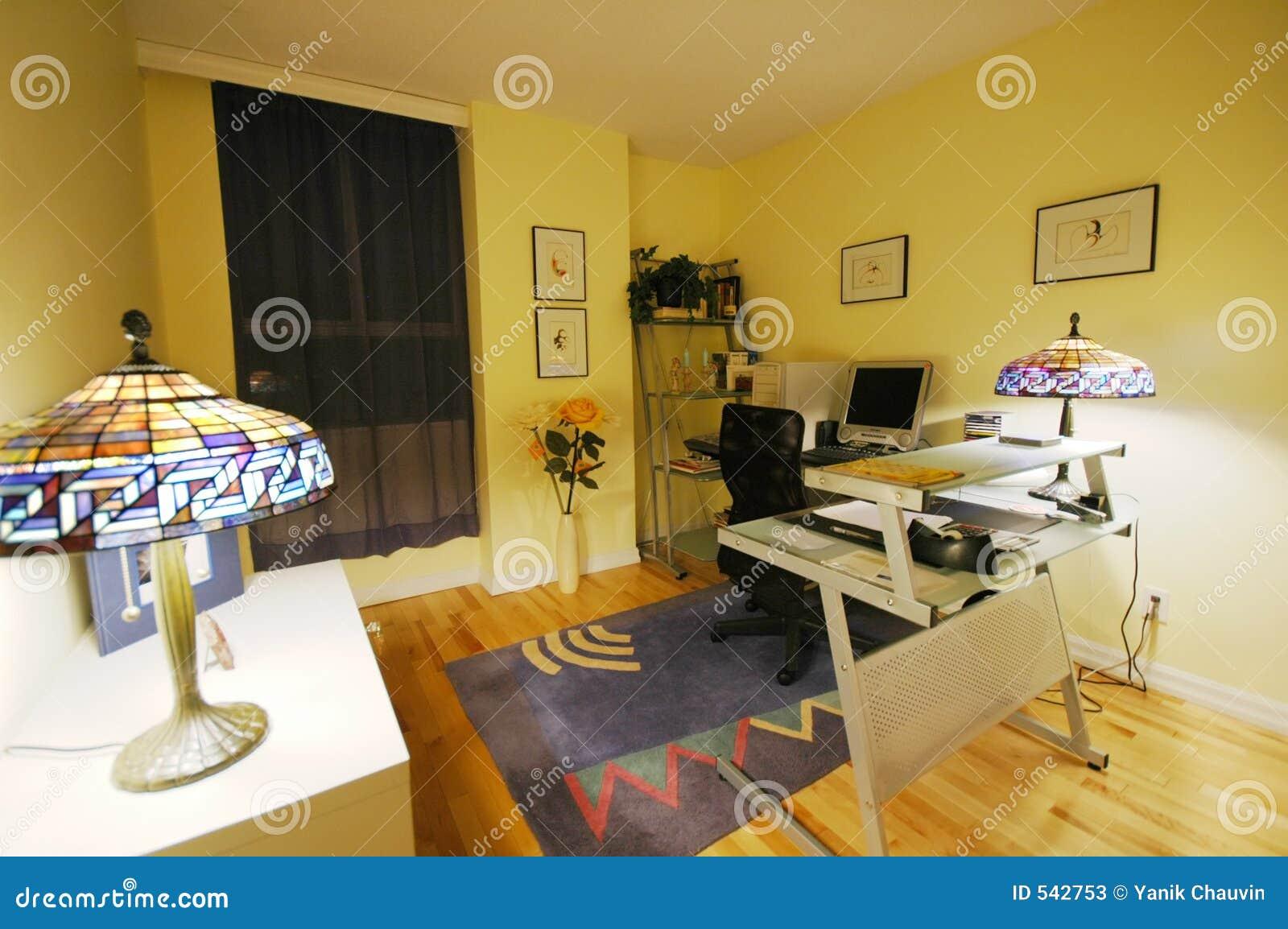 Download 计算机室 库存图片. 图片 包括有 闪亮指示, 房子, 拱道, 服务台, 地毯, 黄色, 椅子, 公寓房, 钉书匠 - 542753