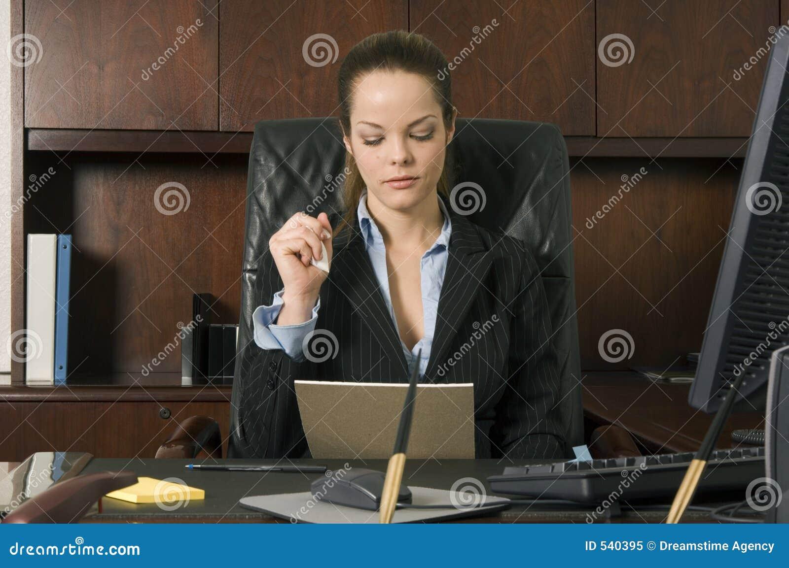 Download 认为 库存图片. 图片 包括有 计划, 妇女, 电话, 严格, 远程, 商业, 工作, 职员, 通信, 办公室 - 540395