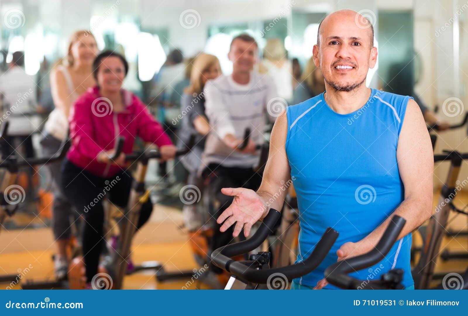 训练在健身周期的体育俱乐部