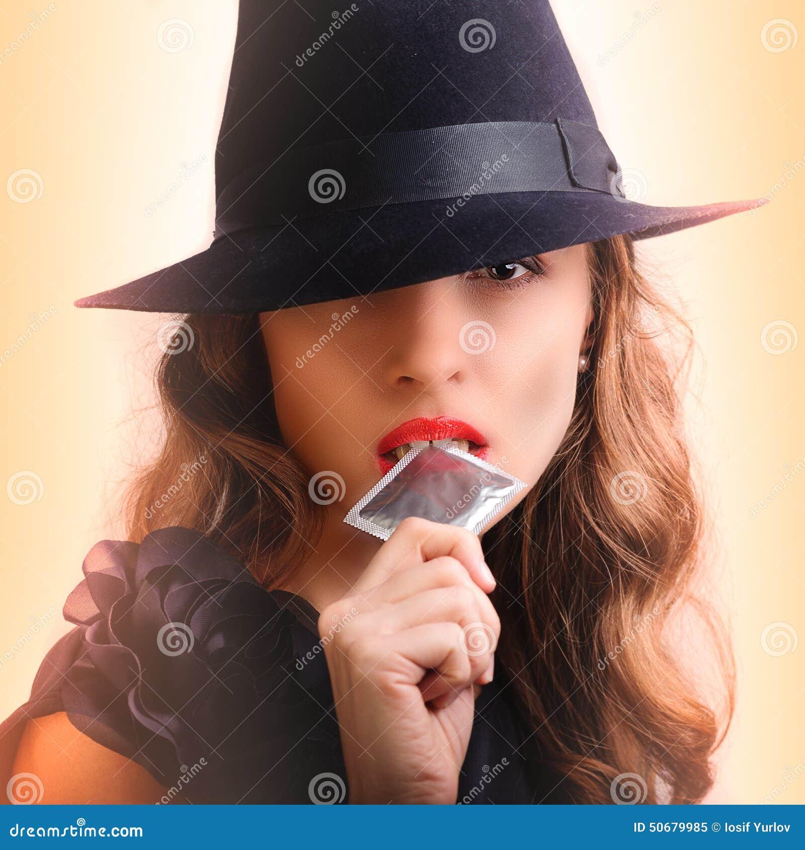 Download 建议的女孩避孕套 库存图片. 图片 包括有 女孩, 女性, 性感, beautifuler, 纵向, 减速火箭 - 50679985