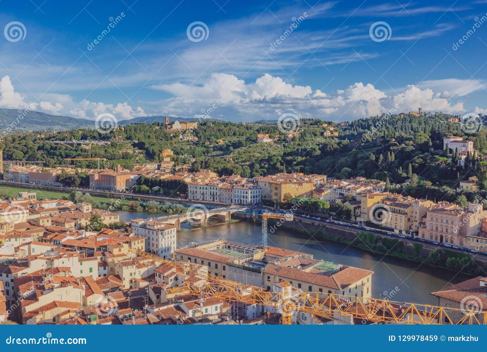 议院和小山阿尔诺河在佛罗伦萨,意大利