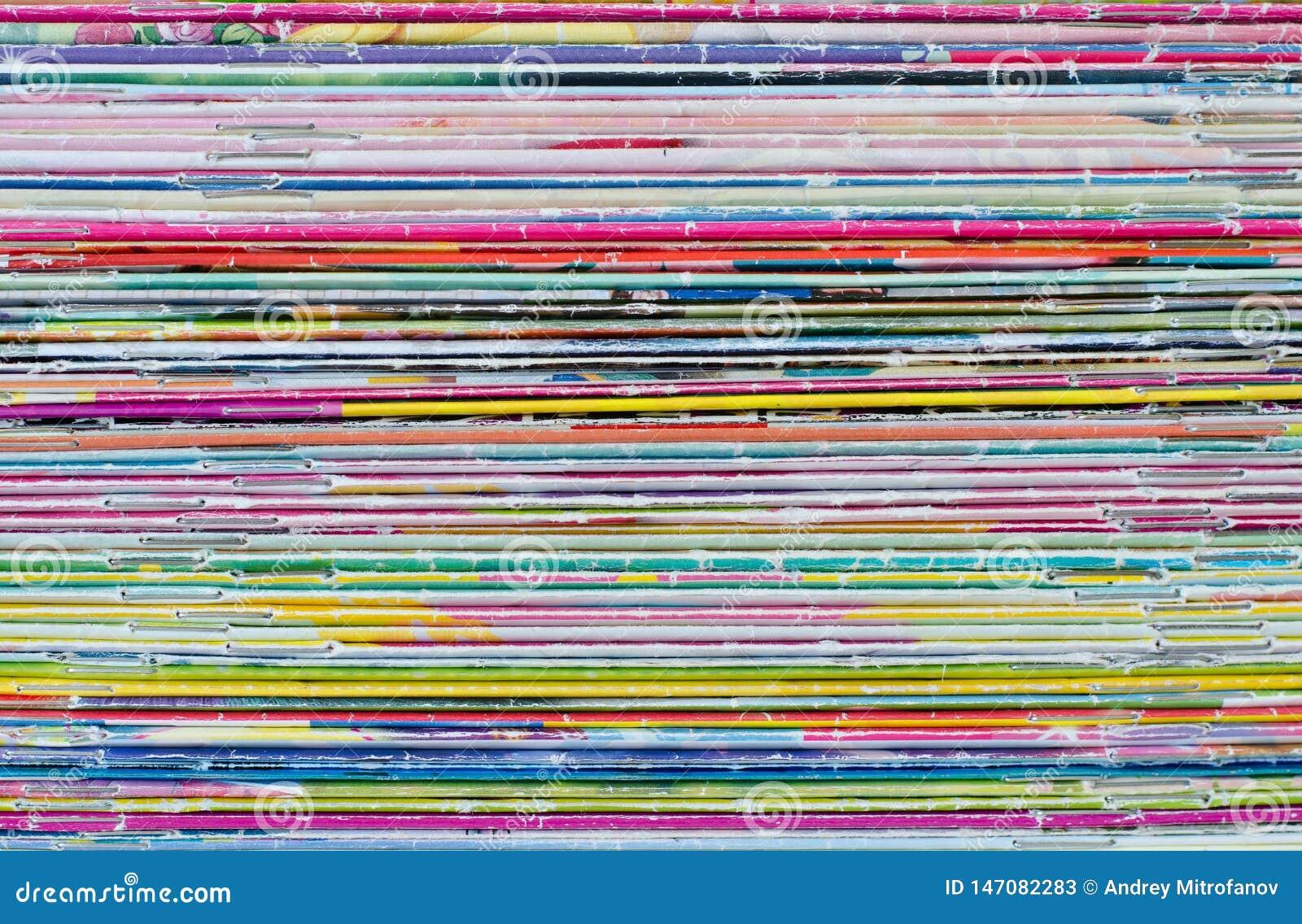 许多老杂志的颜色 ??