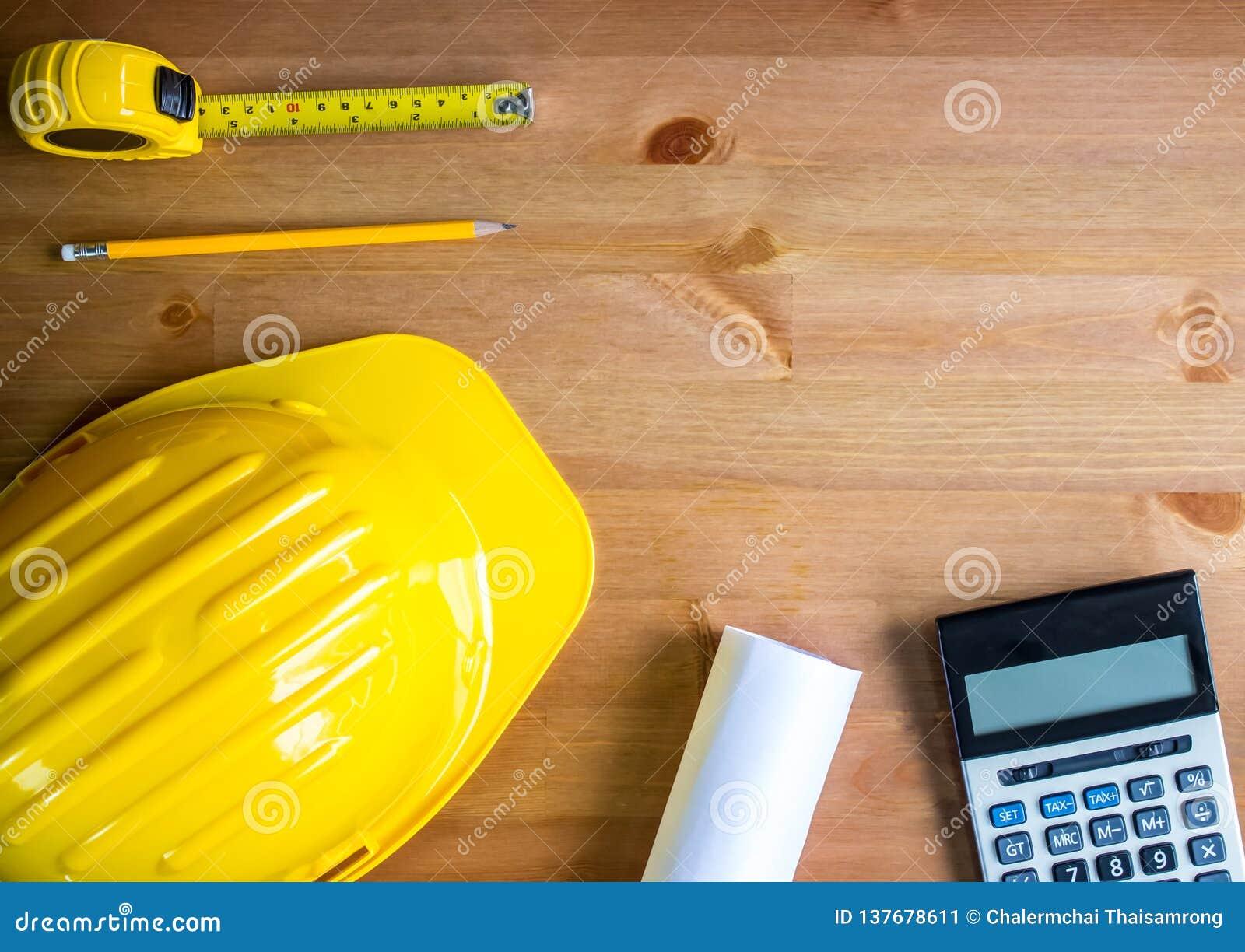 设计师帽子,铅笔,卷尺,图纸,计算器,木台式,顶视图,拷贝空间