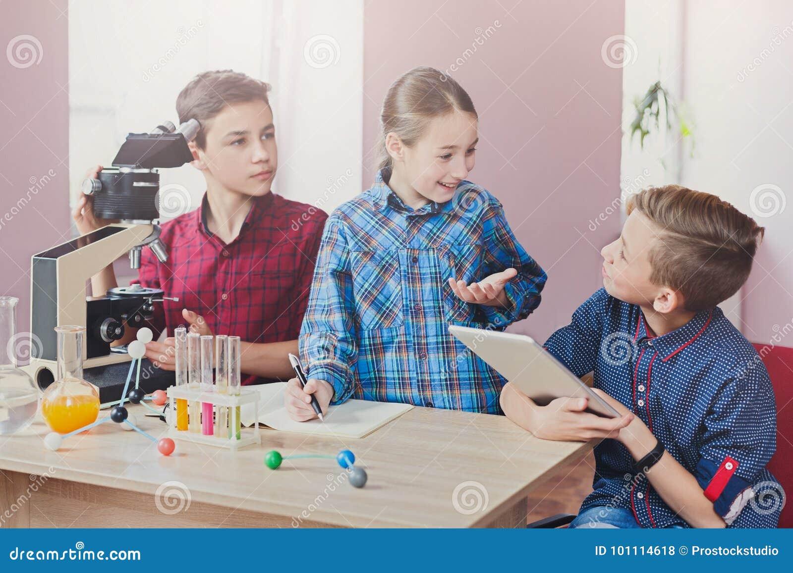 词根教育 化学教训在实验室