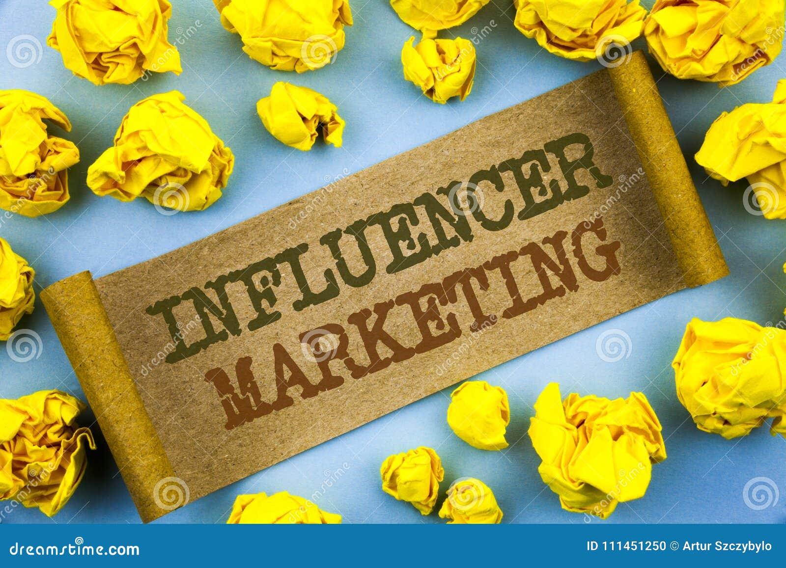 词,文字,文本Influancer营销 社会在泪花纸写的媒介网上影响战略的企业概念与