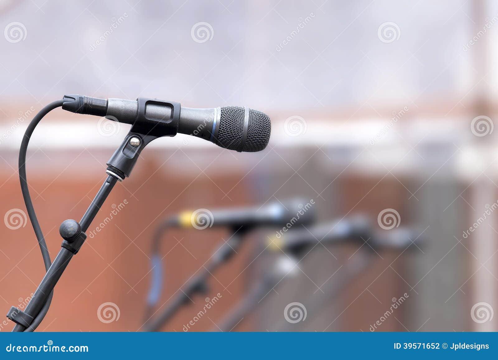 话筒行备用歌手的