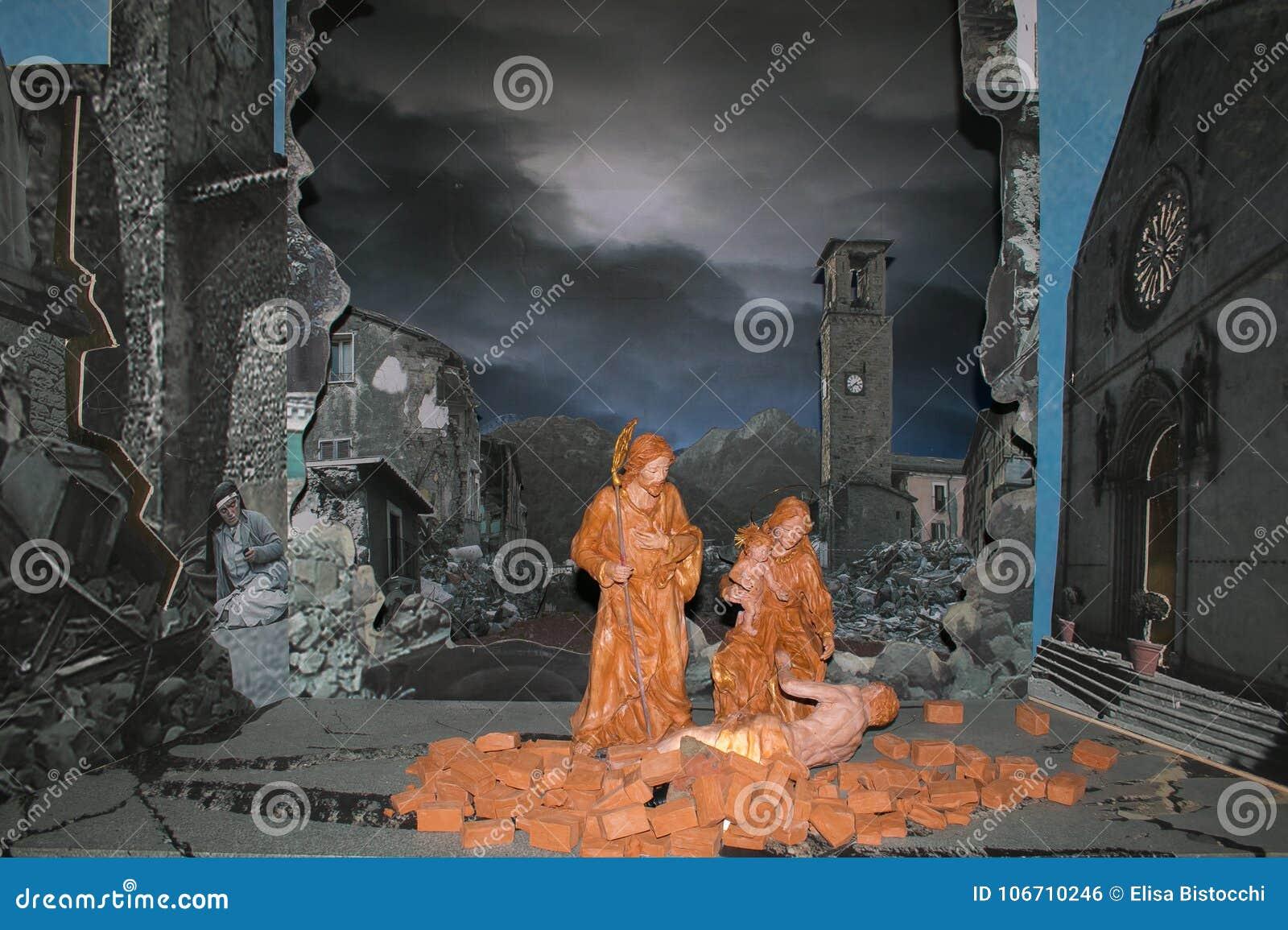 诞生场面在地震毁坏的阿马特里切市的历史的中心在2016年8月