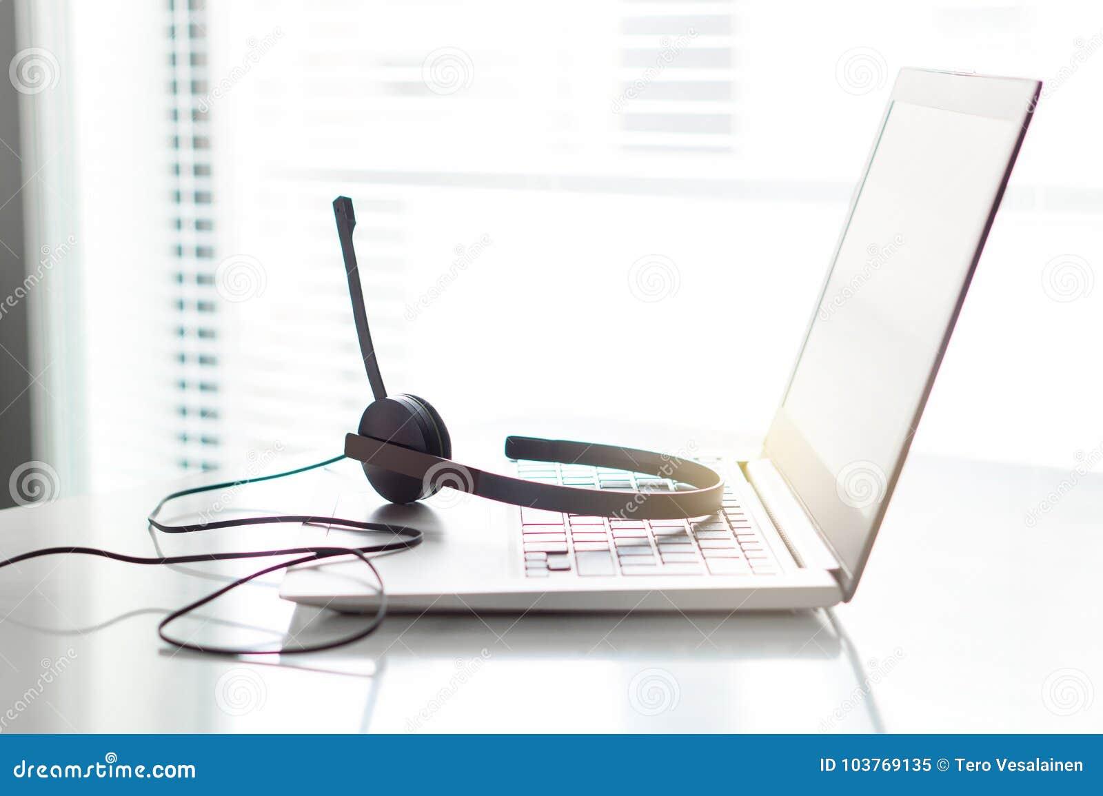 询问台、顾客服务、支持热线或者电话中心