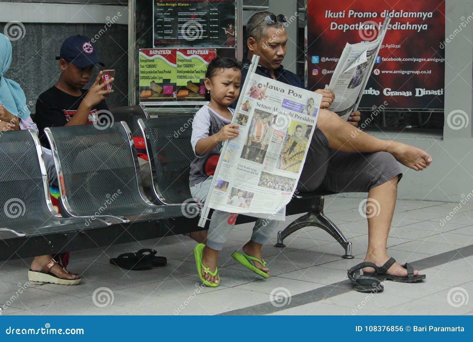 读书报纸喜欢父亲