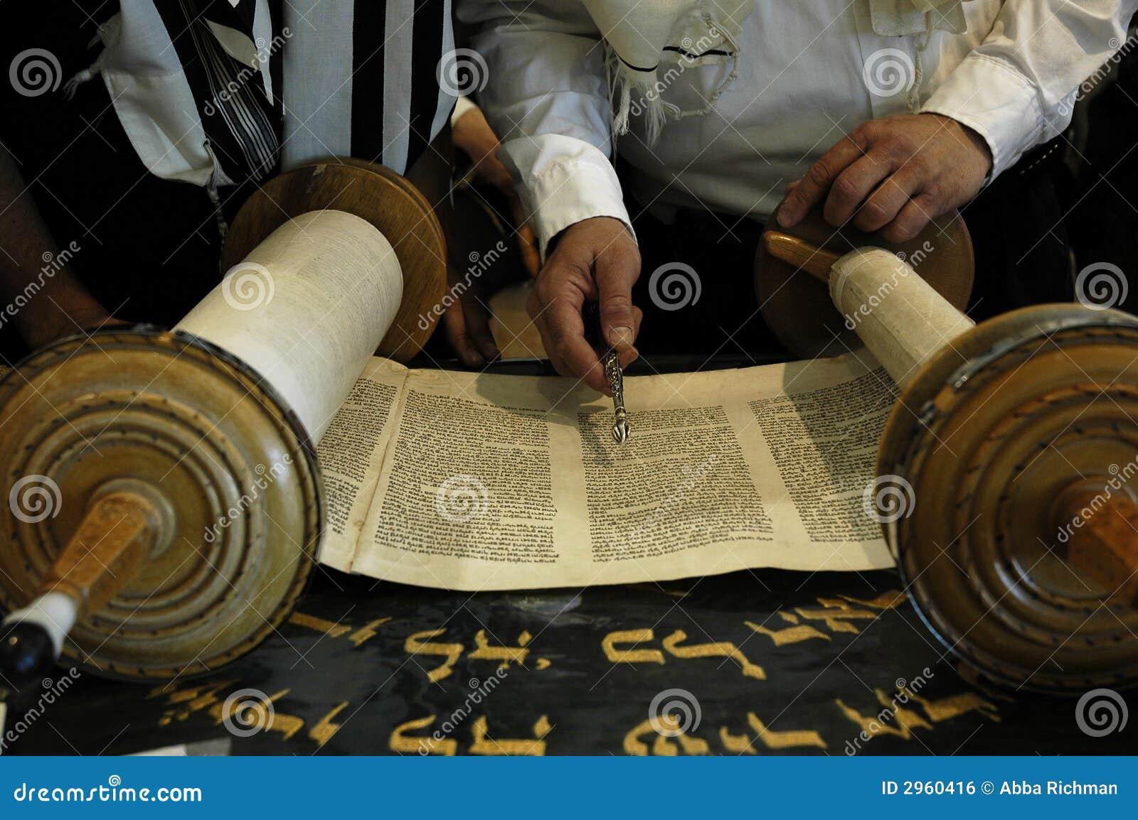 读取犹太教堂torah
