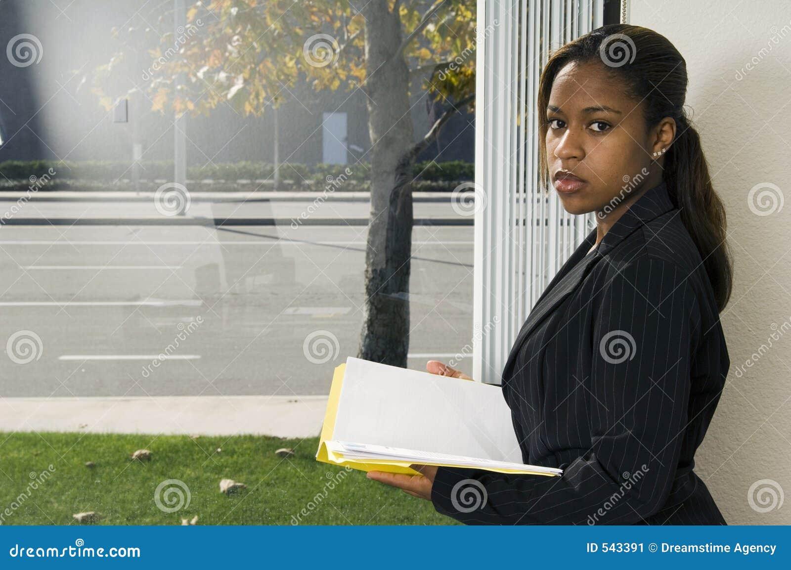 Download 读取视窗 库存图片. 图片 包括有 妇女, 信息, 清醒, 公文包, 商业, 总公司, 读取, 严重, 视窗 - 543391