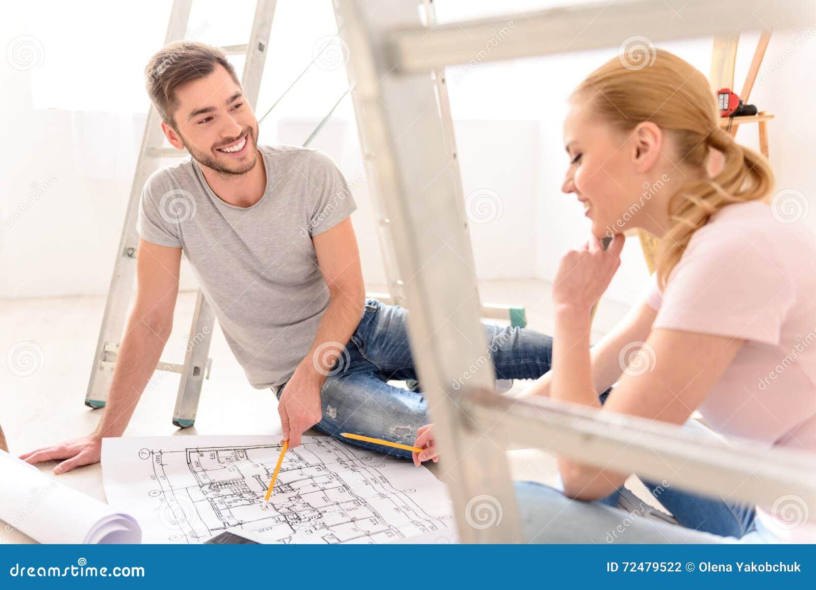 谈论年轻的夫妇公寓计划
