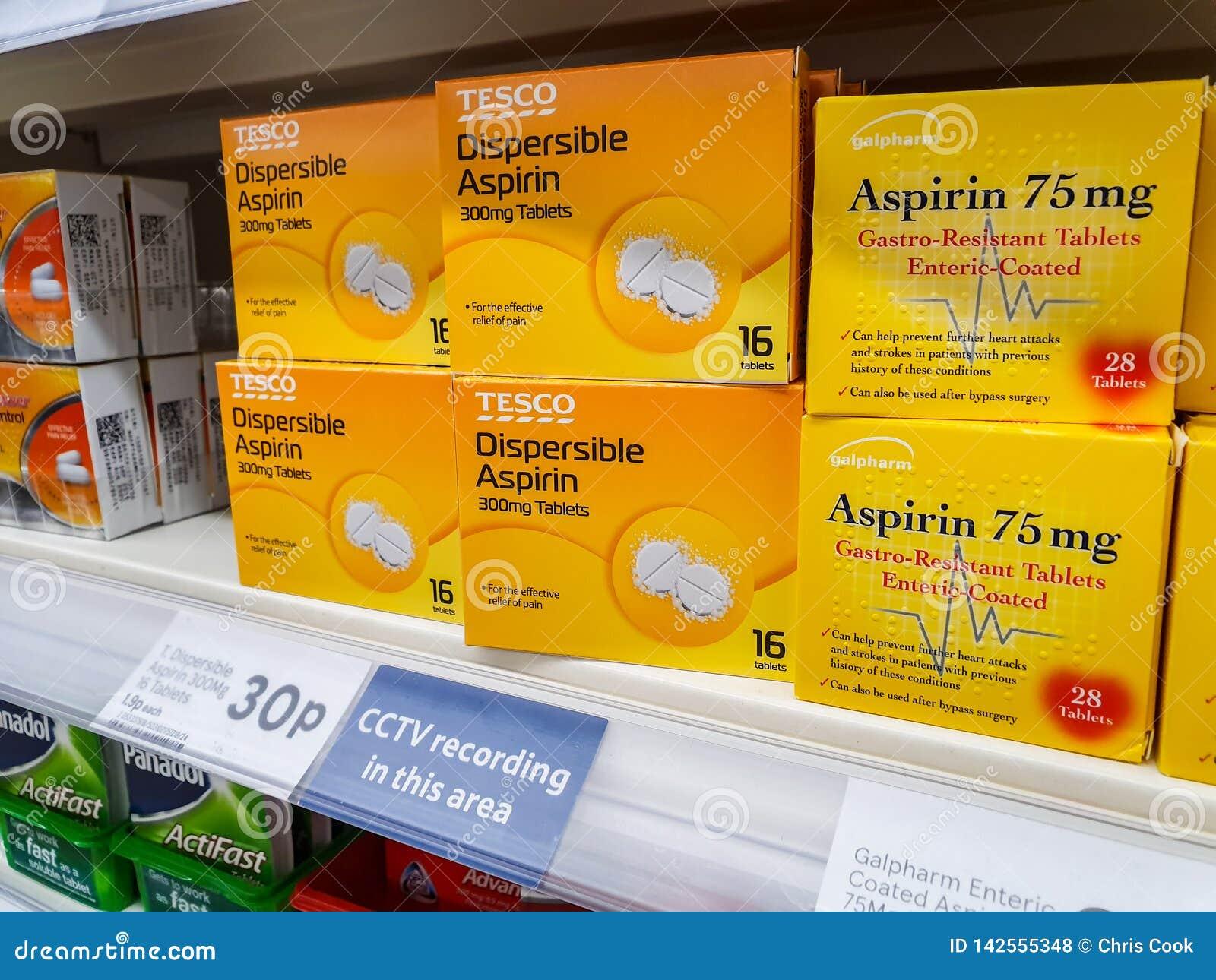 谢菲尔德,英国- 2019年3月20日:特易购自己的品牌分散的asprin片剂