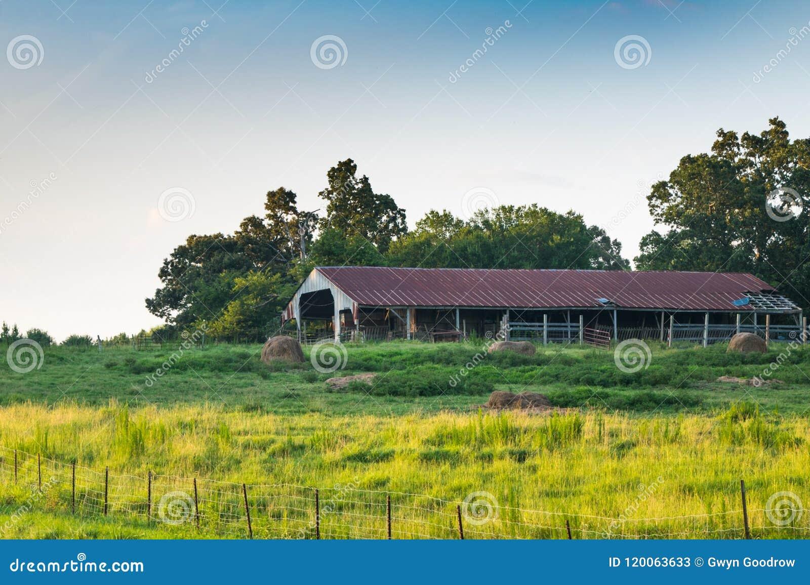 谷仓在农村密西西比,美国