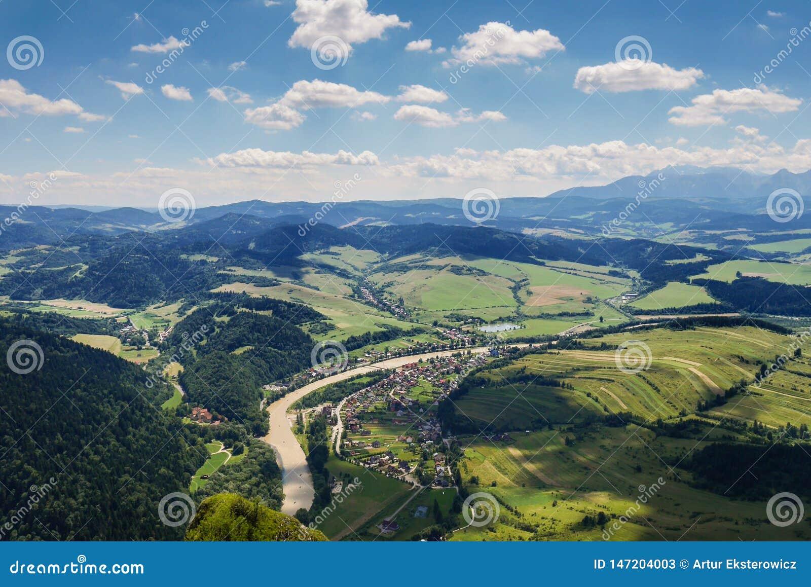 谷的看法从山的顶端