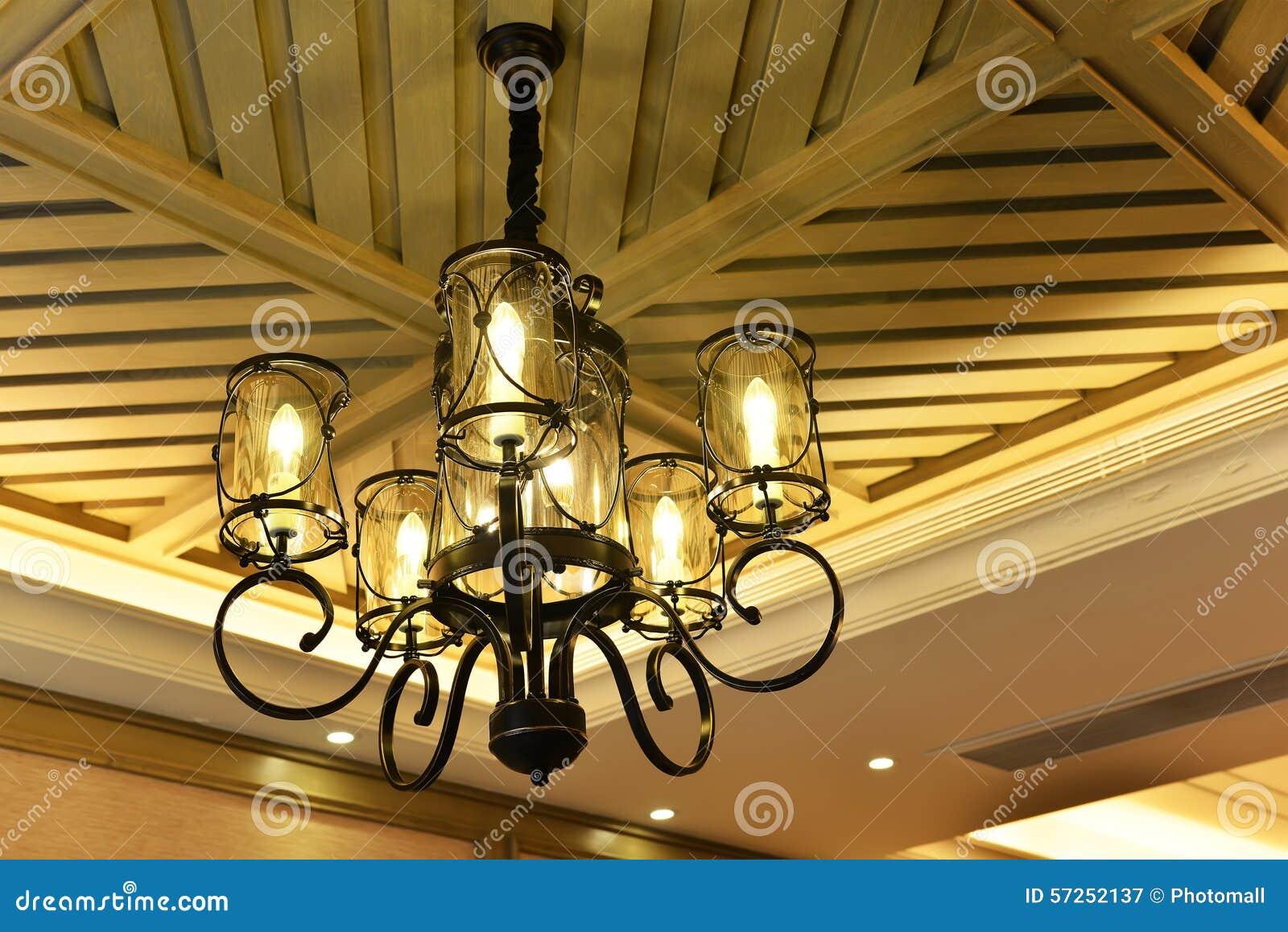 豪华下垂照明设备