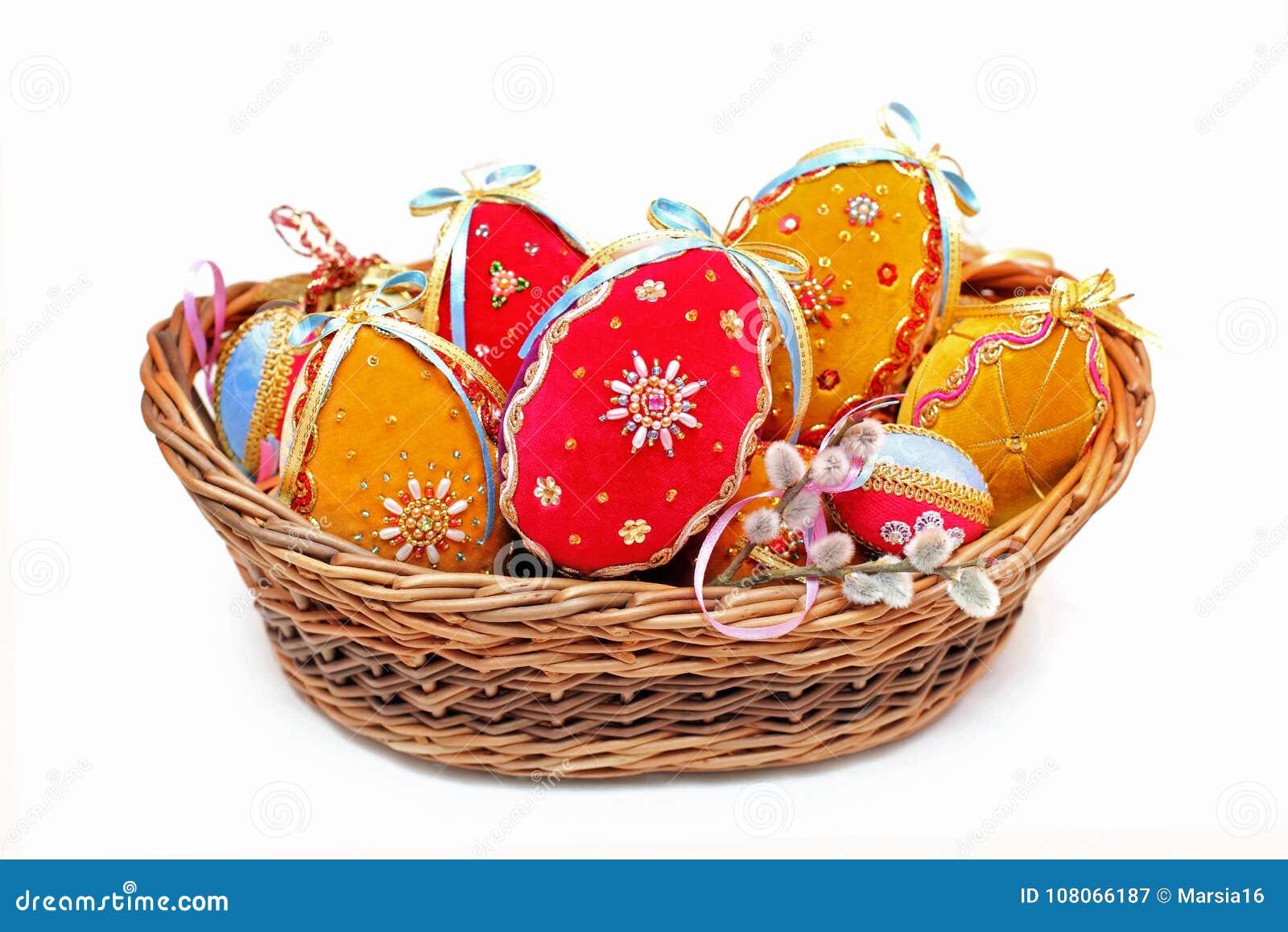 豪华天鹅绒手工制造复活节彩蛋
