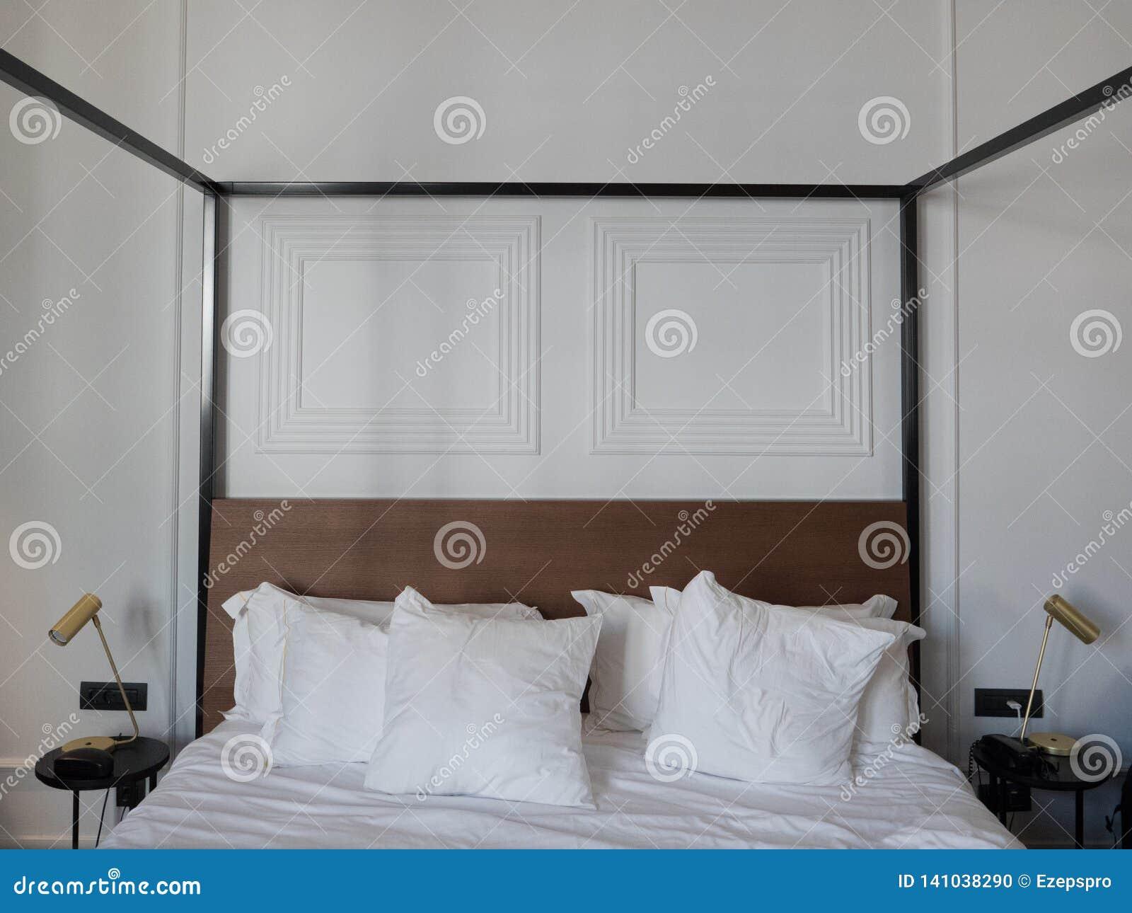 豪华室和旅馆双人床