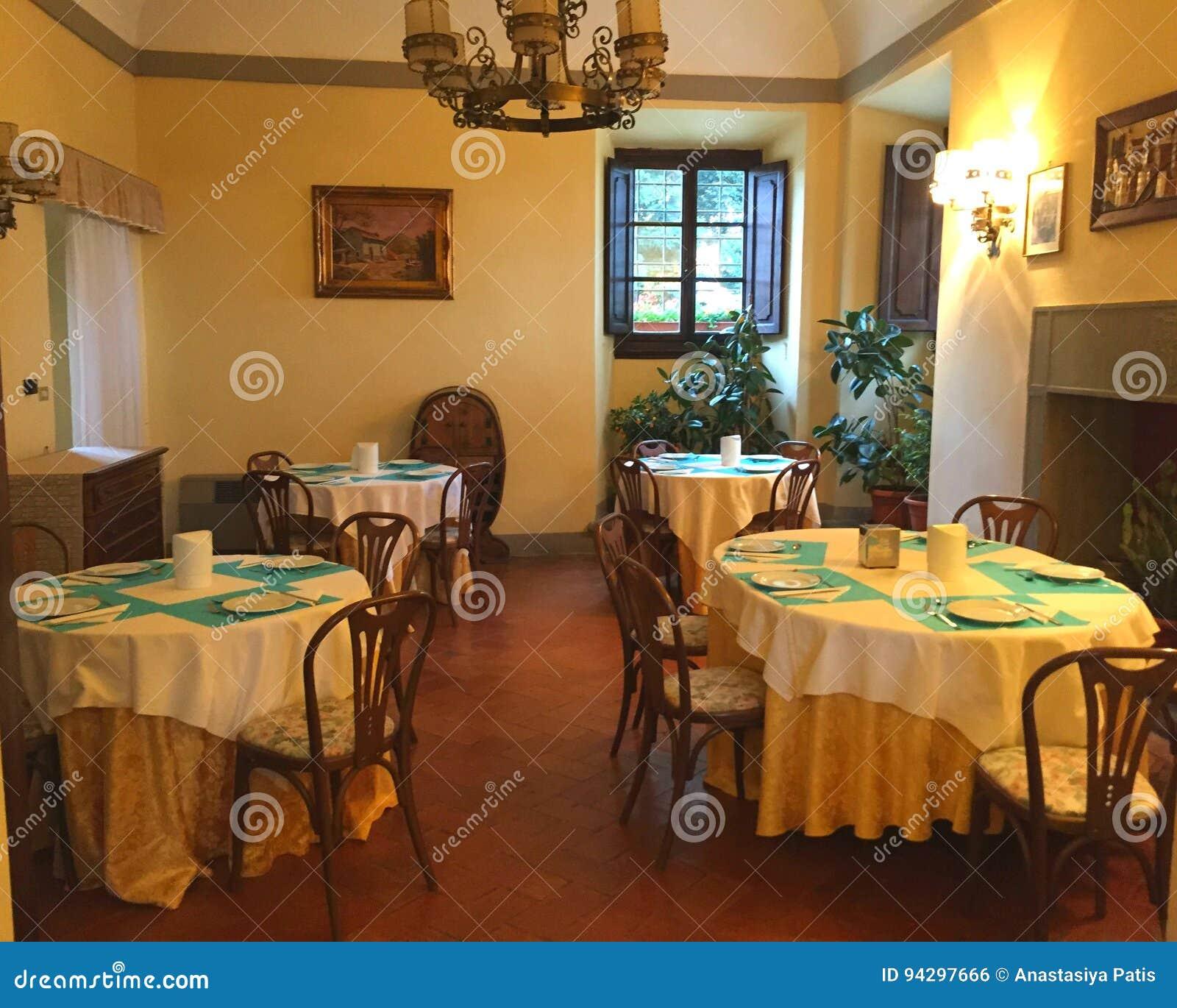 豪华家庭别墅的美好的时髦和昂贵的内部